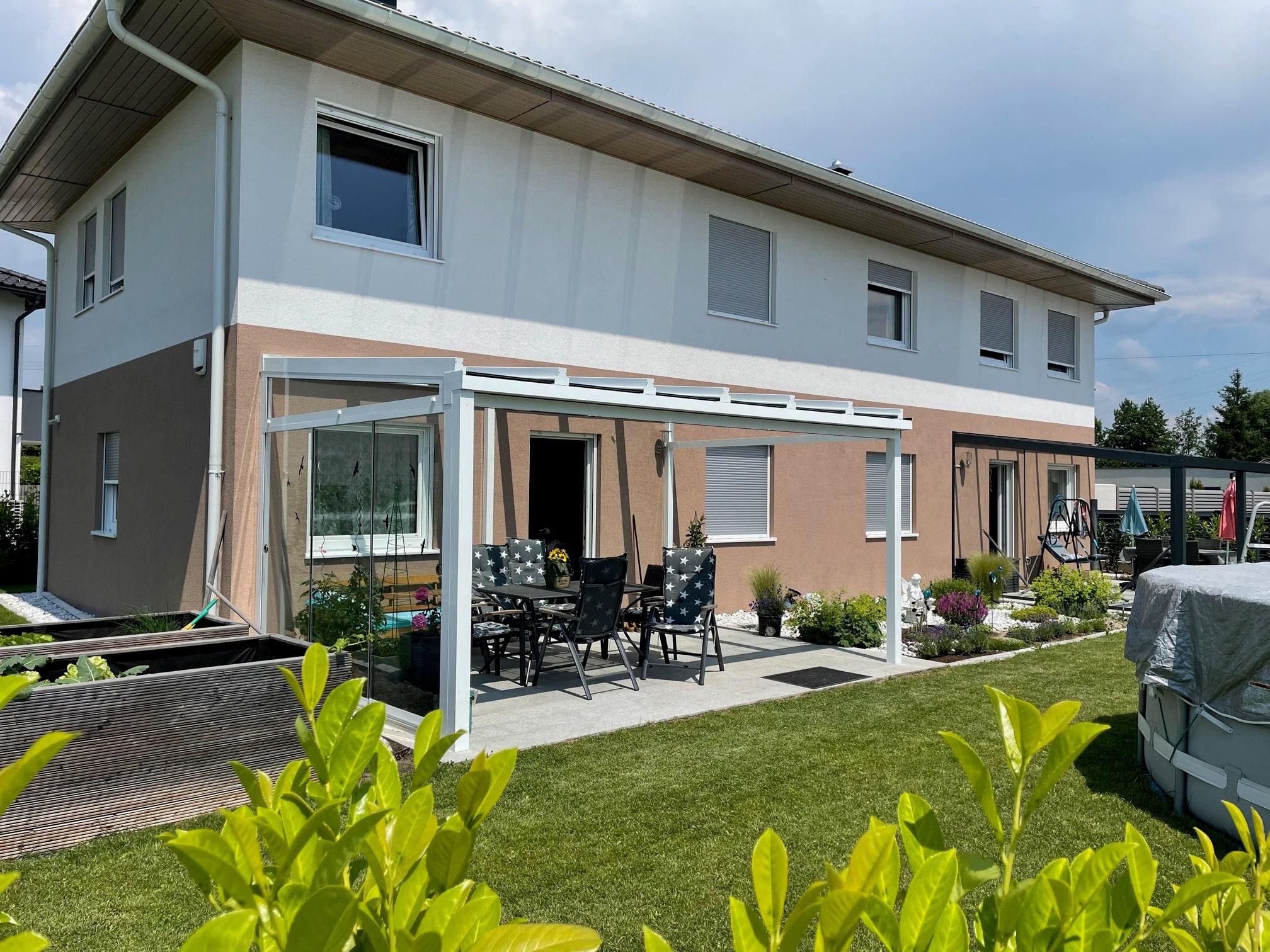 Schmidinger Terrassenüberdachung mit Glas und Seitenwand