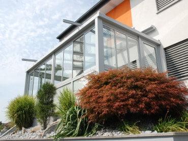 Sommergarten mit schrägem Dach