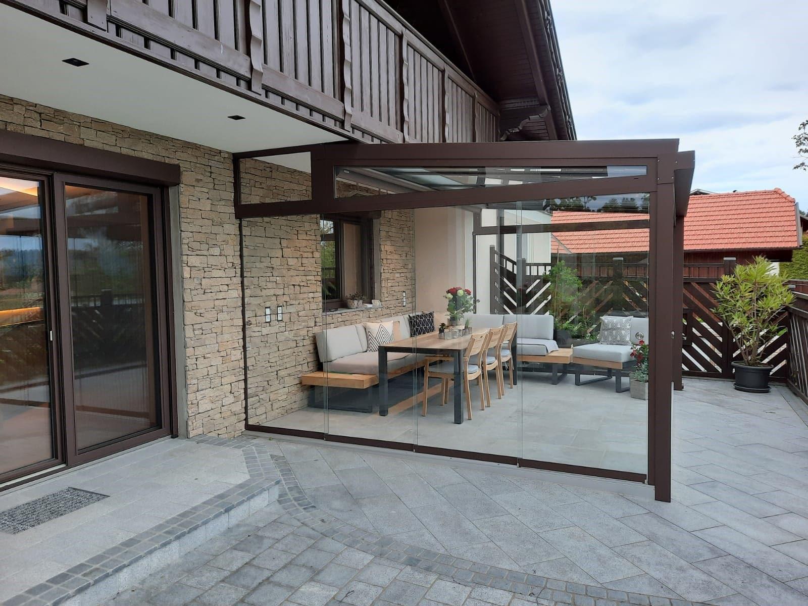 Sommergarten Glasschiebewand in braun - in OÖ montiert