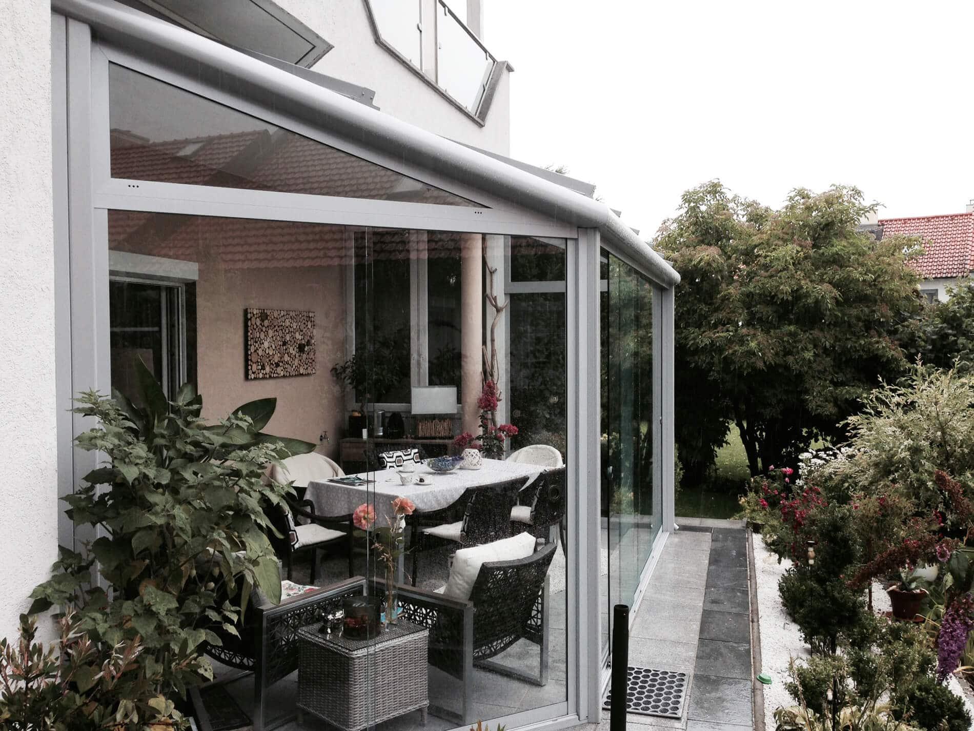 Sommergarten mit barrierefreien Glasschiebetüren