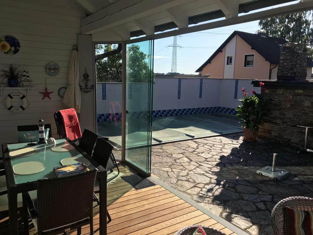 Sommergarten mit Nurglas-Schiebetür