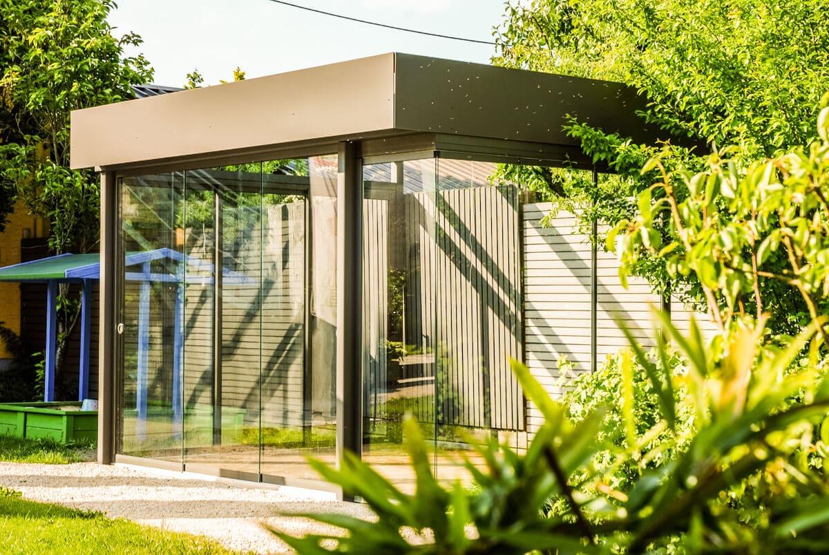 Sommergarten Schmidinger Sunflex Schiebewände Alu Konstruktion Flachdach aus Glas