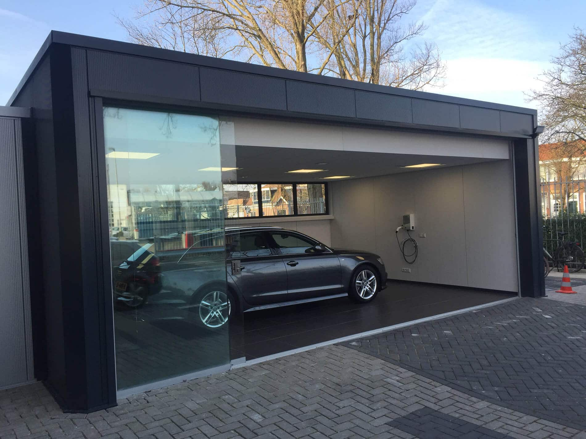 Sunflex Schiebefenster für moderne Garage
