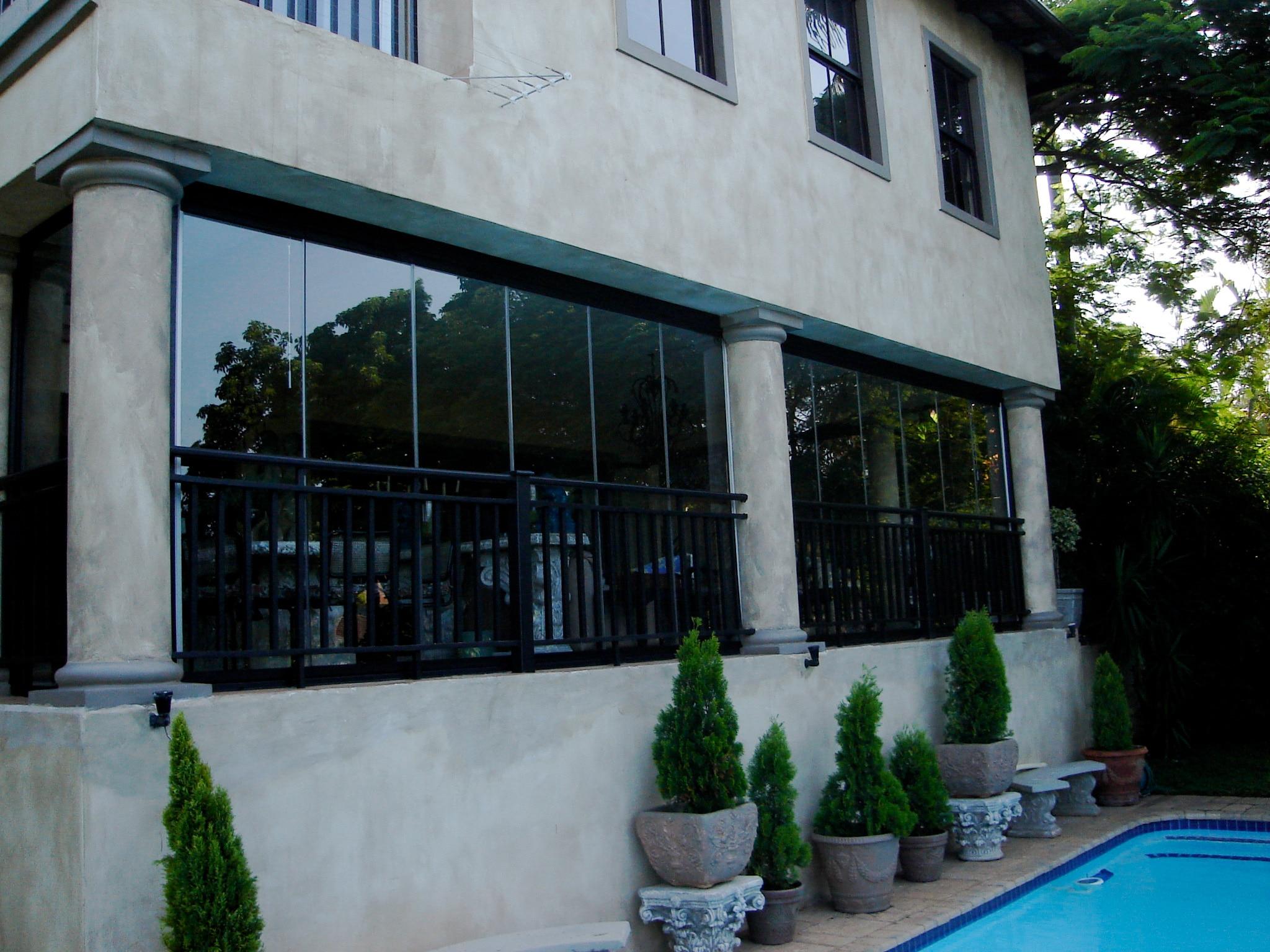 Terrasse vor Wind schützen - Verglasungssysteme