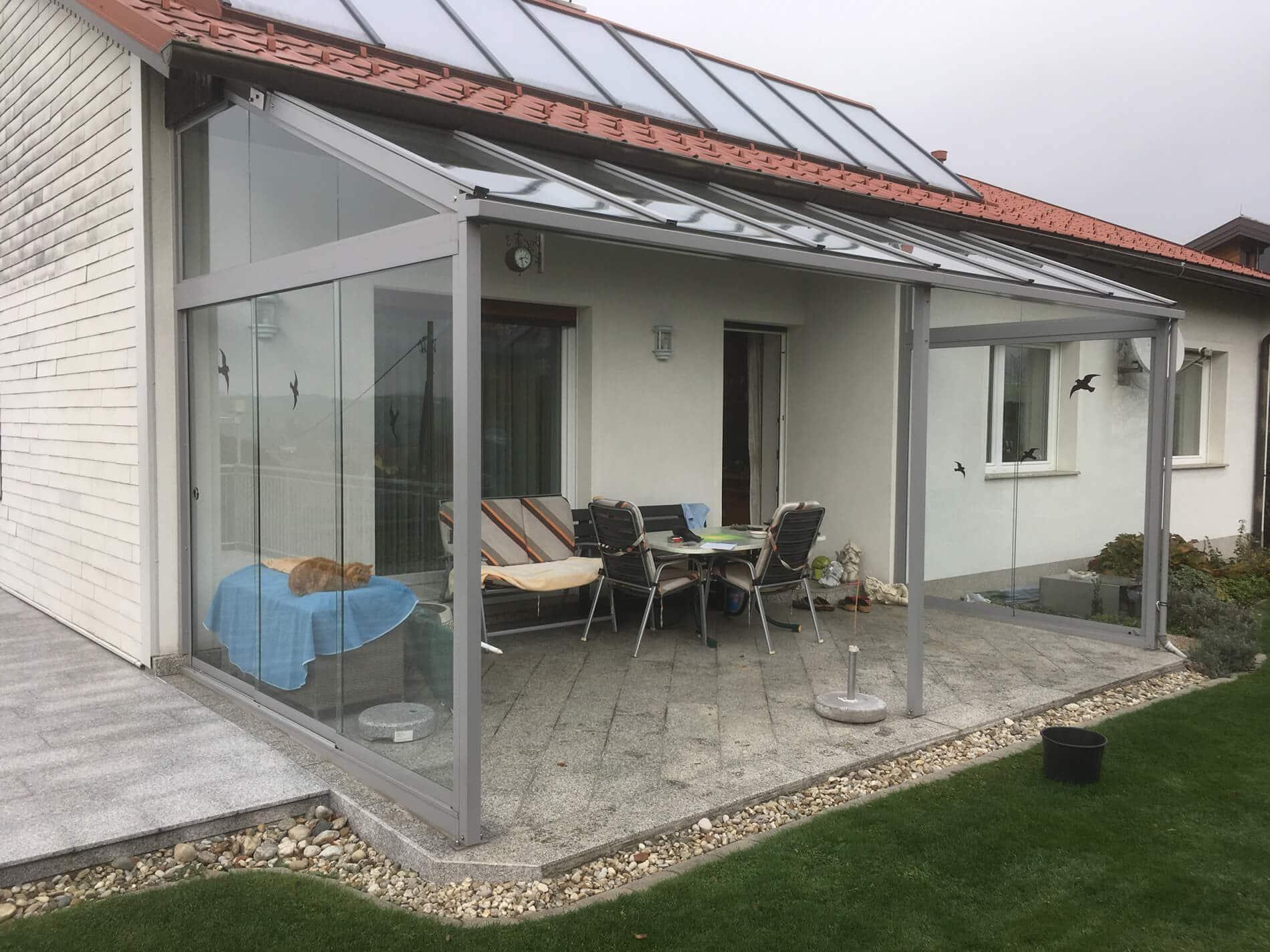 Terrassen-Glasdach seitlich mit Wetterschutz