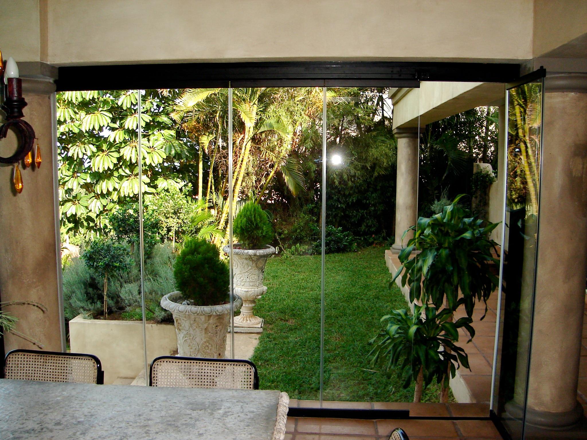 Terrassen Windschutz Ganzglasoptik