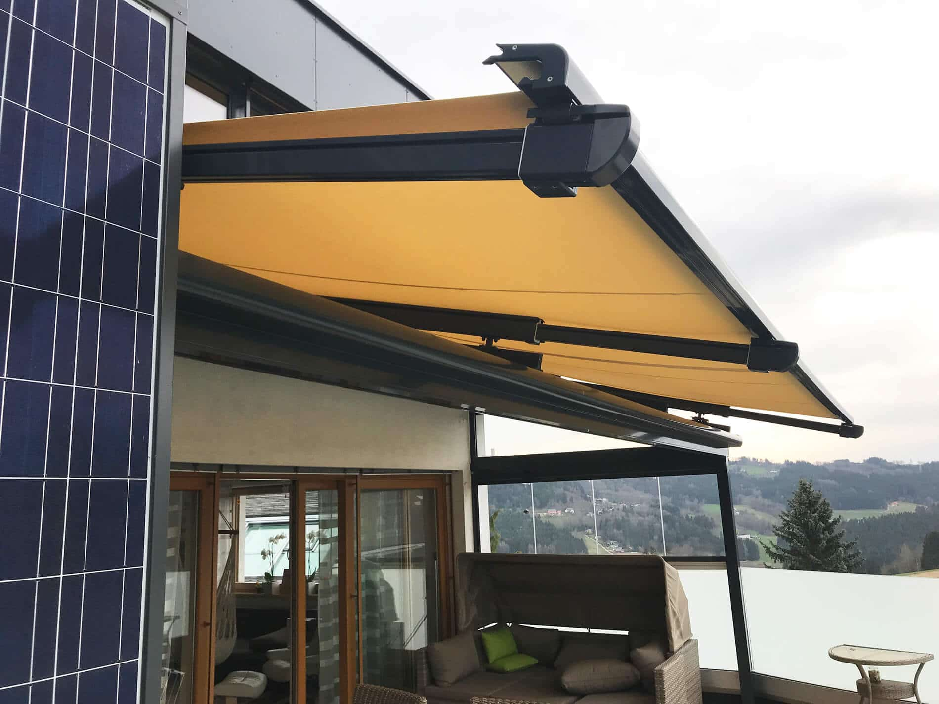 Terrassendach aus Glas mit Sunflex Seitenwand 4 flügelig
