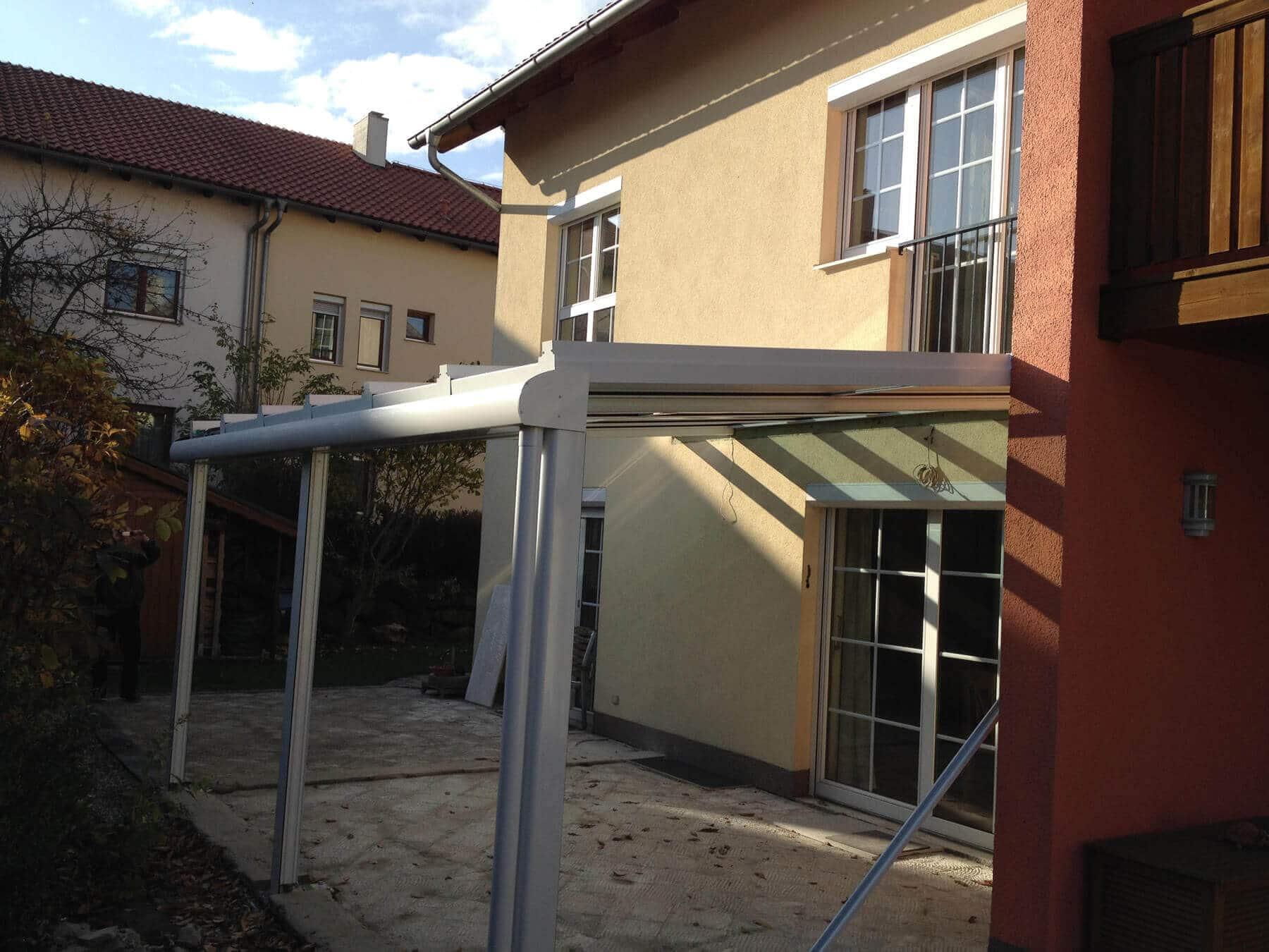 Terrassendach Glas Einfamilienhaus
