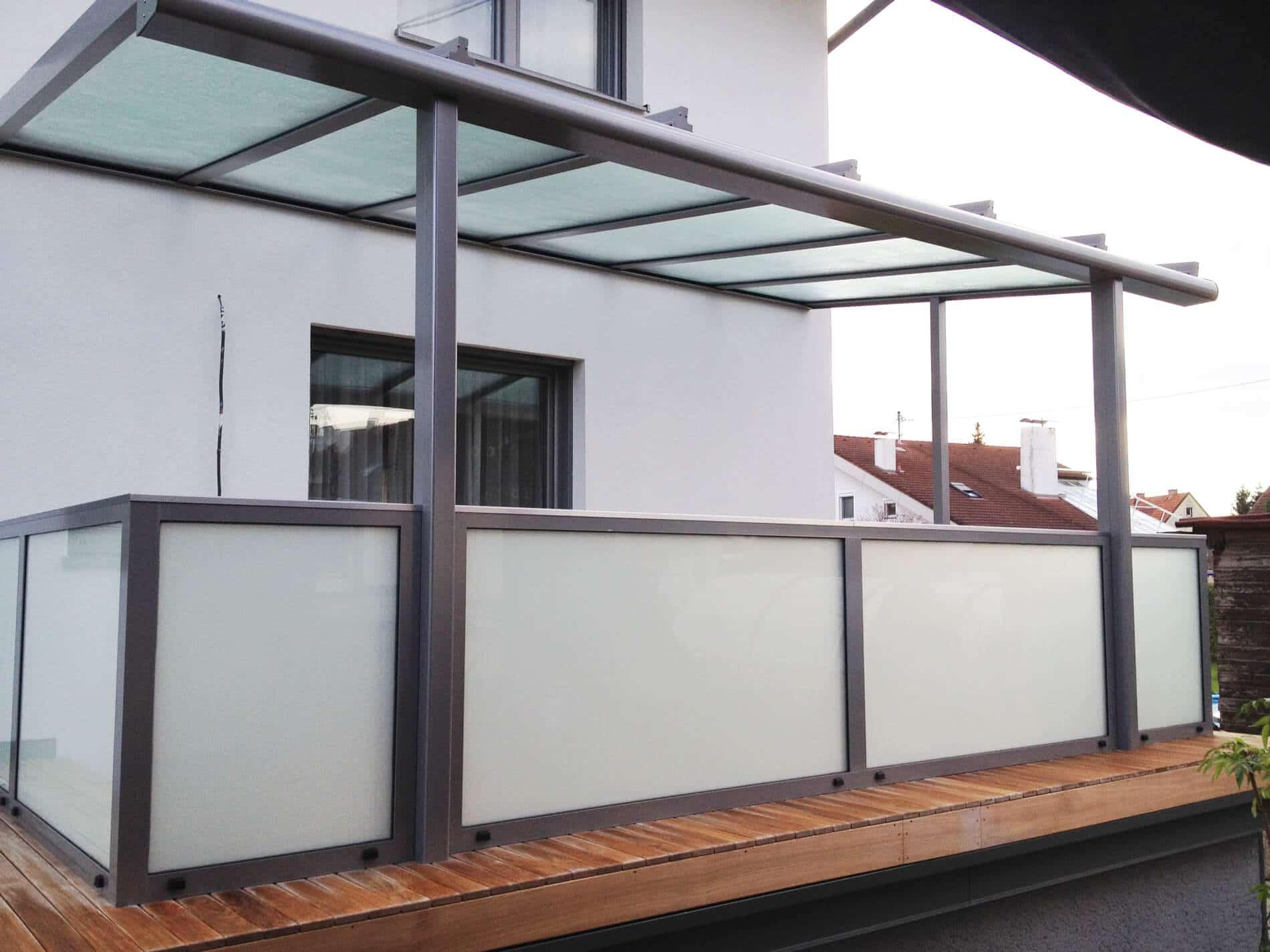 Terrassenüberdachung mit Geländer Oberösterreich