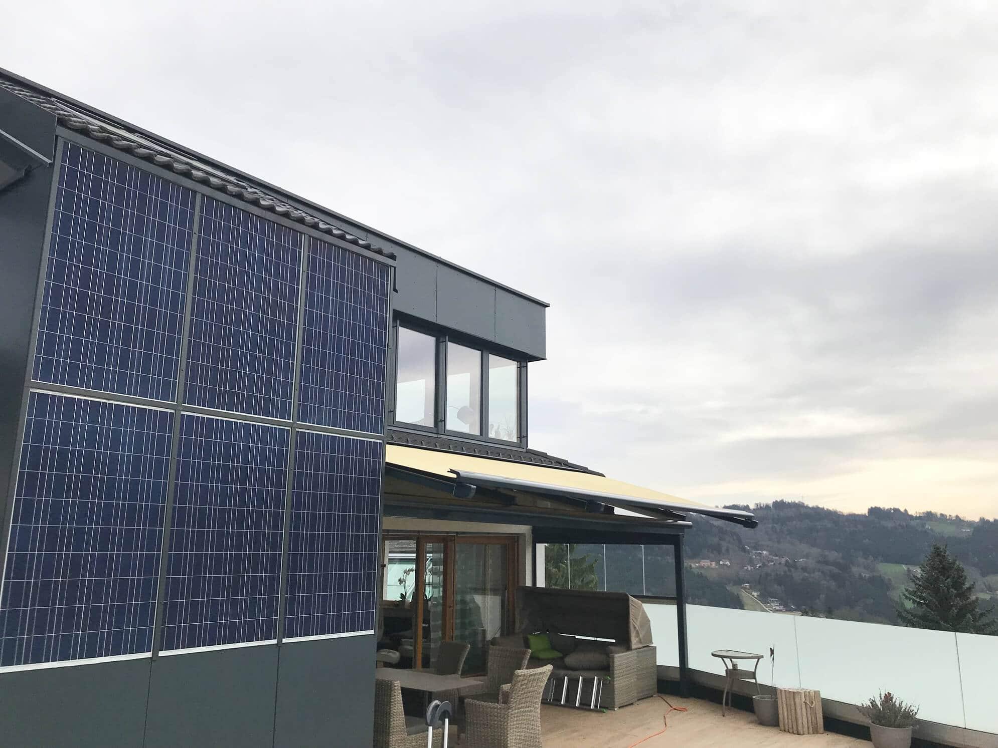 Terrassenüberdachung mit Sunflex Windschutz Schiebeanlage 4 teilig