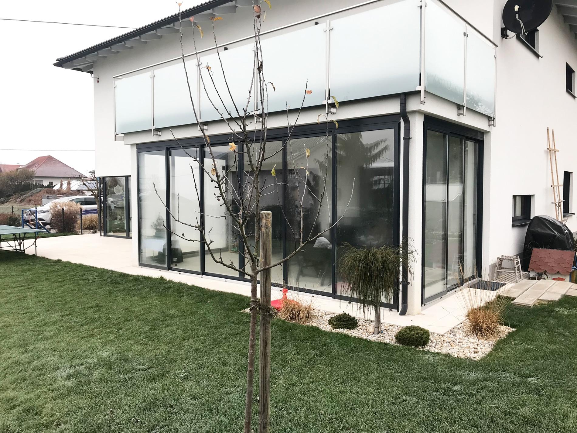 Terrassenverbau mit gerahmten Schiebetüren in Bezirk Freistadt