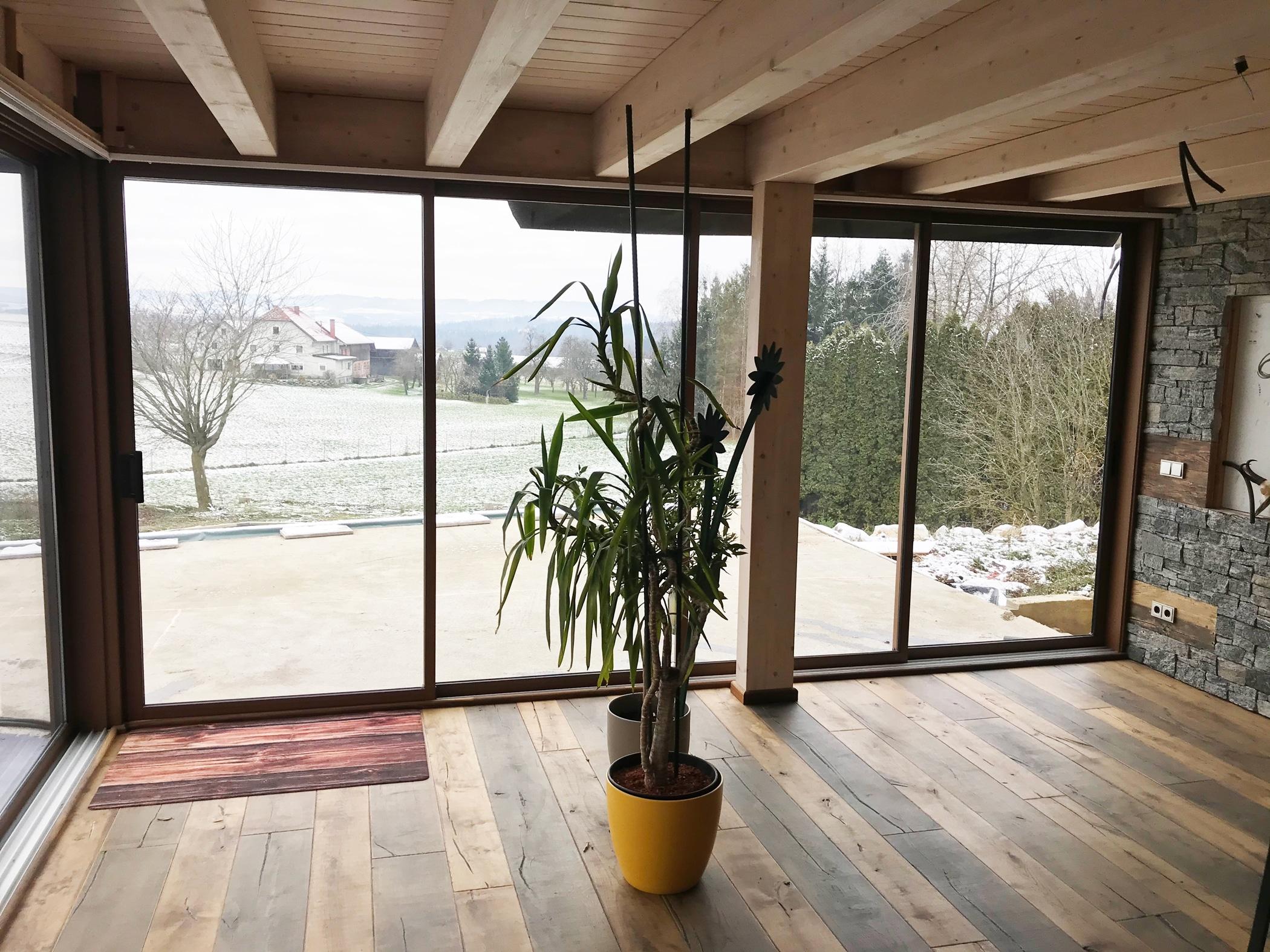 Terrassenverglasungen zum Schieben mit gerahmten Systemen