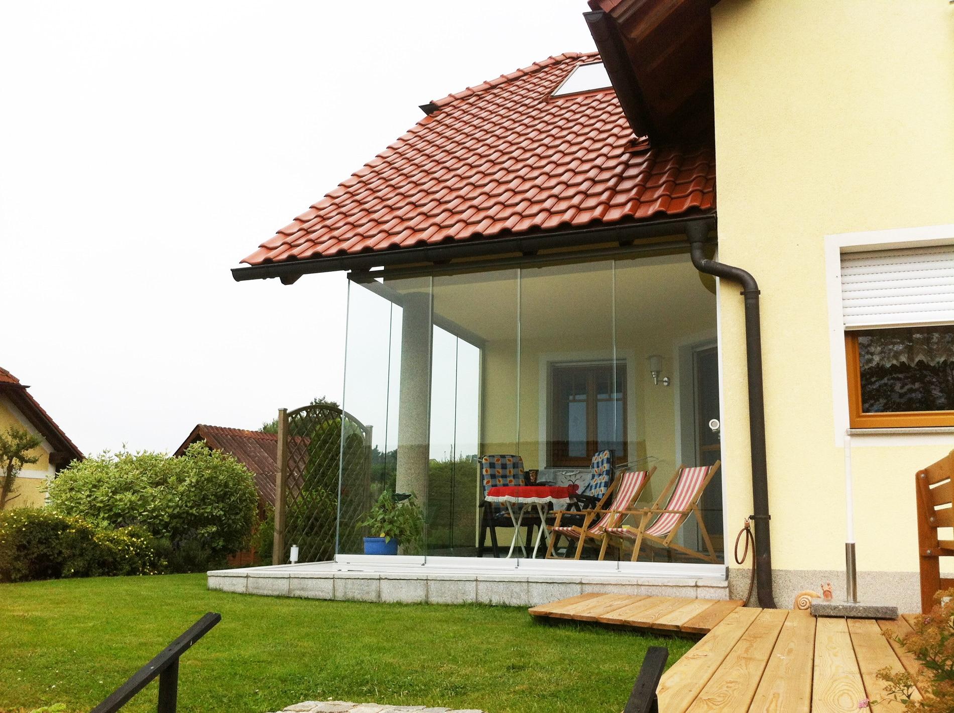 terrassenwand glas schafft r ume f r gem tliche abende. Black Bedroom Furniture Sets. Home Design Ideas