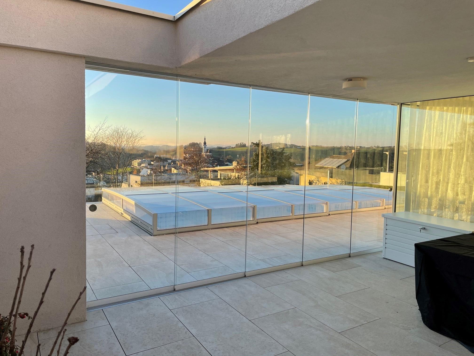 Transparente Glasschiebetüren für draußen
