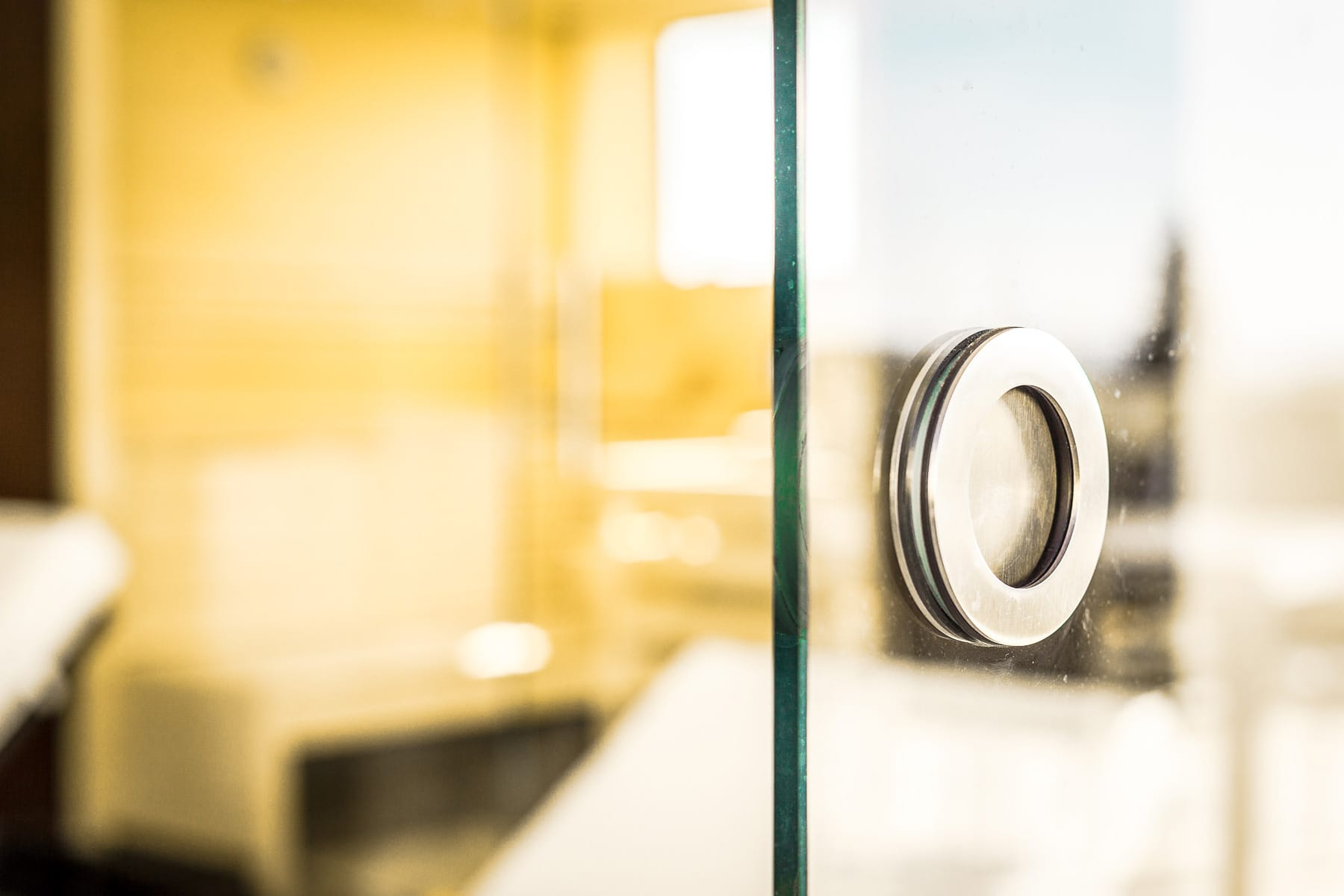 raumteiler schiebet ren glas f r den innenbereich. Black Bedroom Furniture Sets. Home Design Ideas