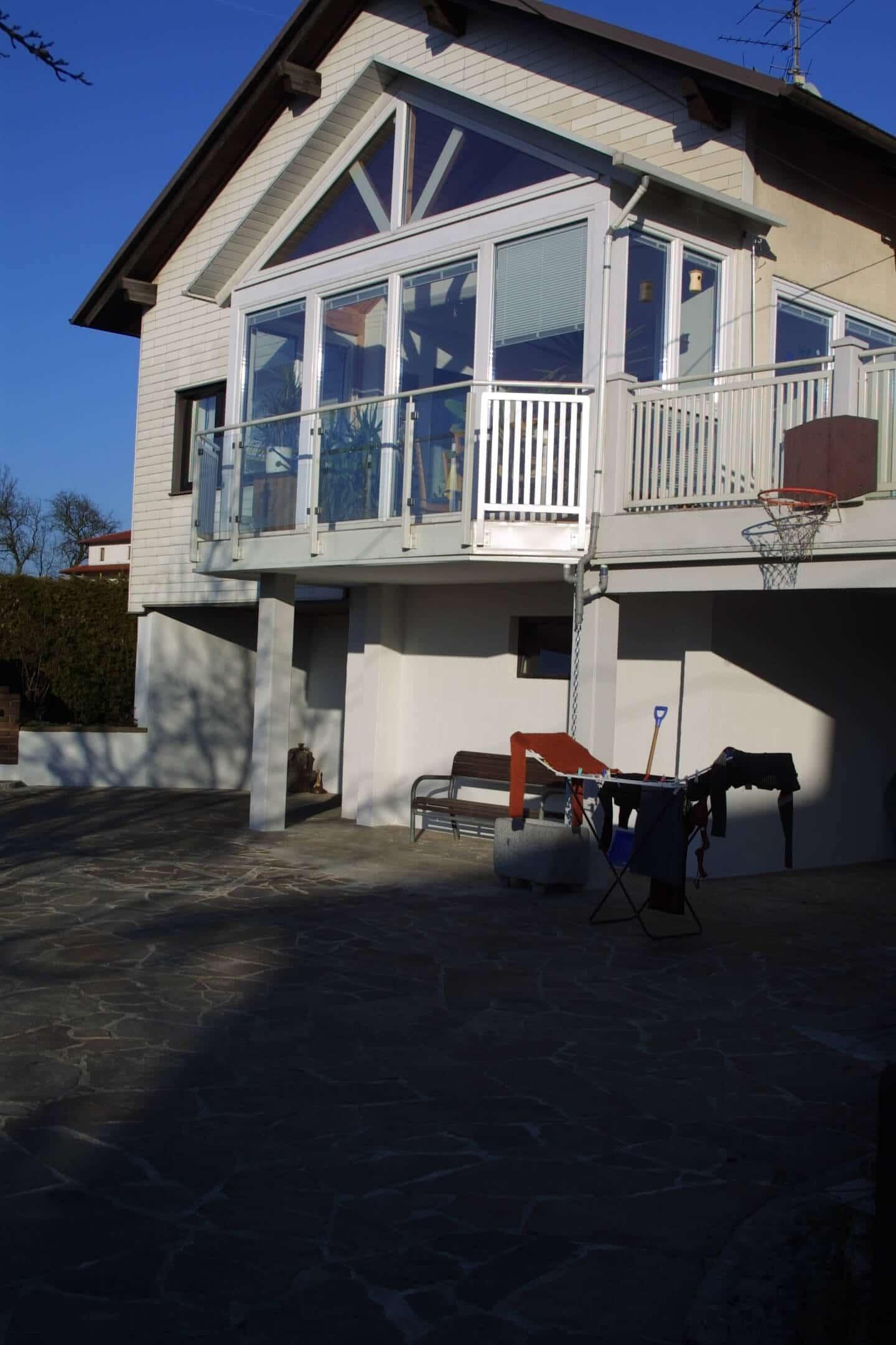 Verglasung auf Balkon für Einfamilienhaus