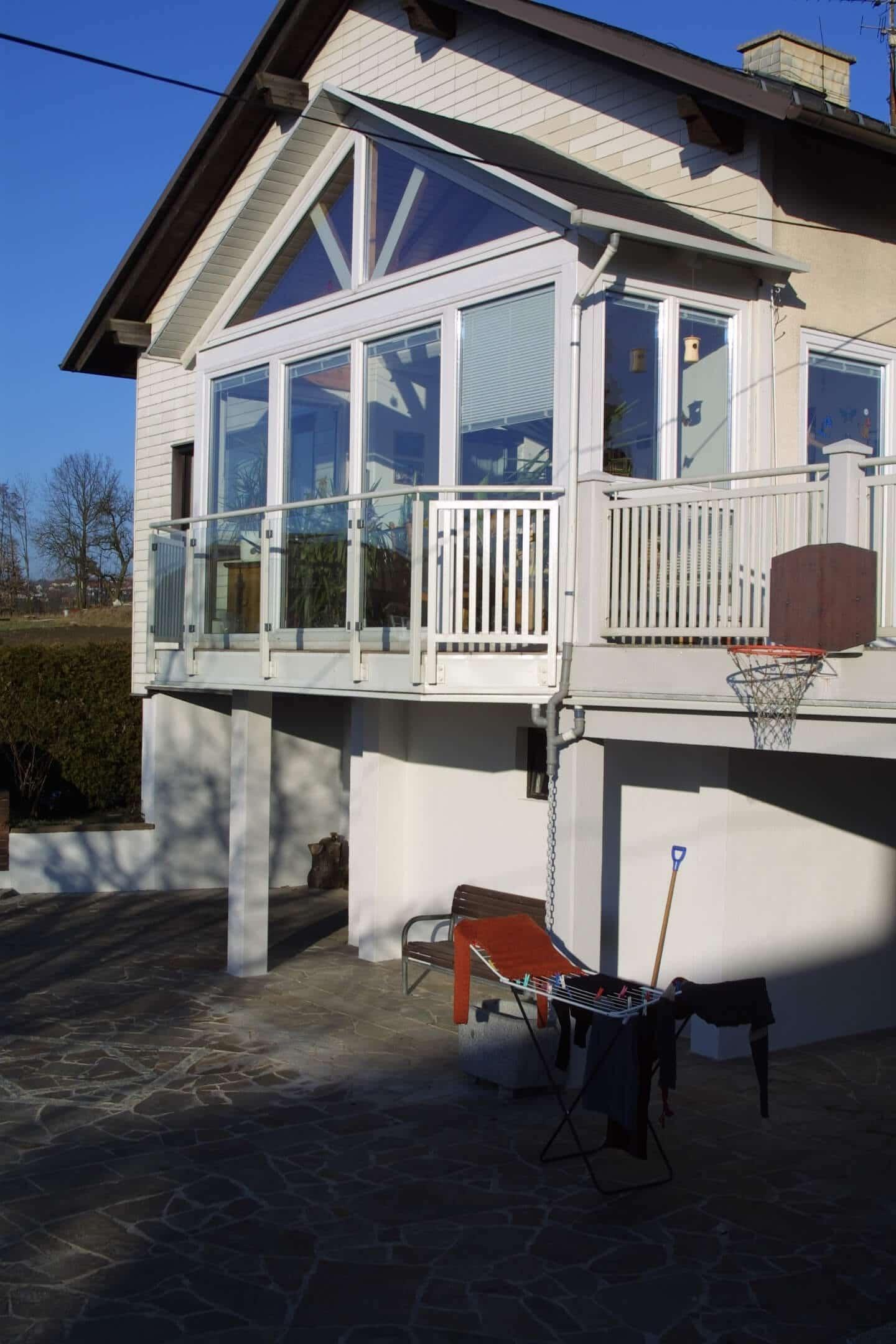 Verglasung Balkon mit schräger Oberlichte