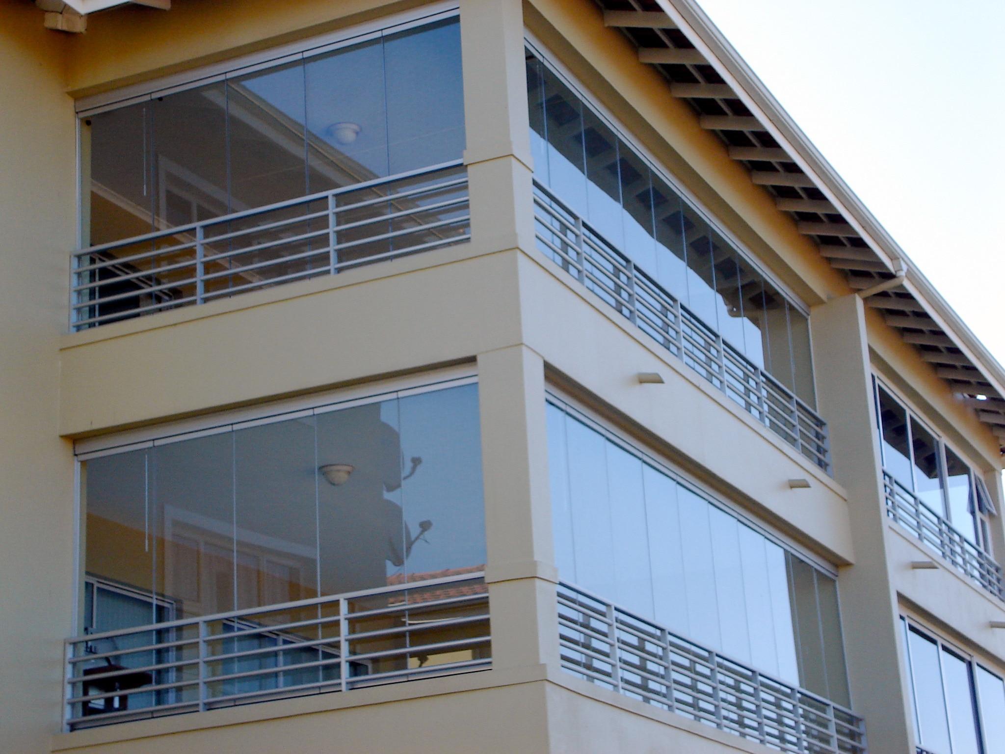 Verglasung für einen großen Balkon