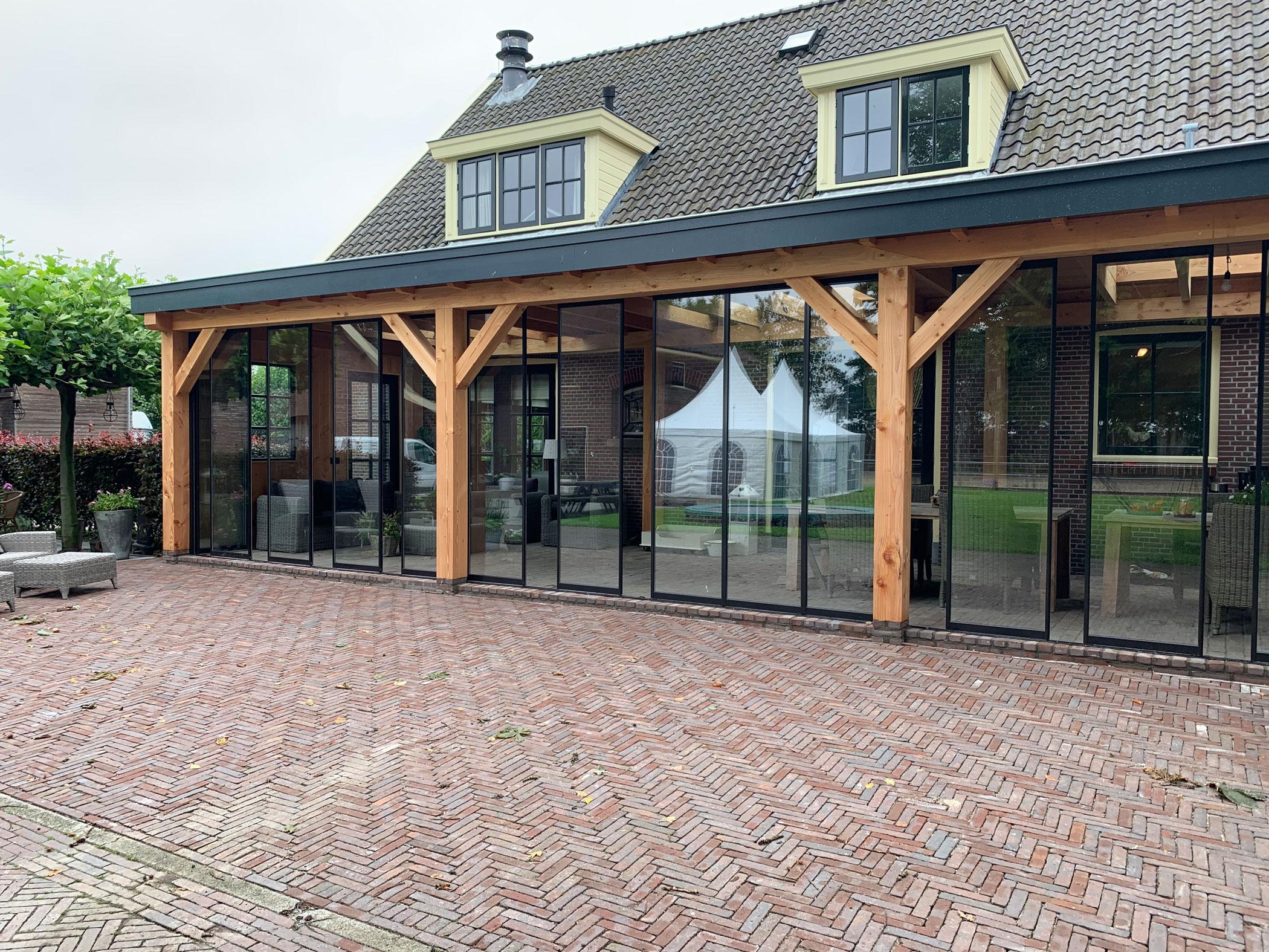 Vorhandene Terrassenüberdachung aus Holz verglasen