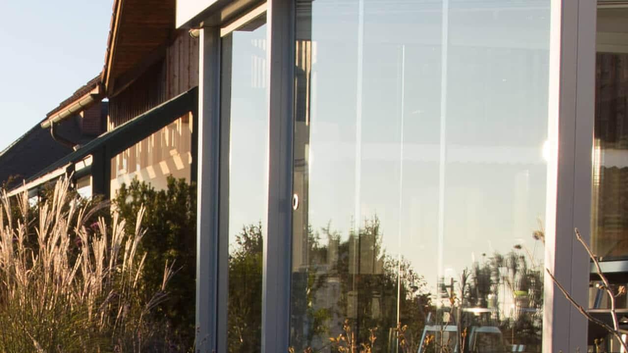 Windschutz aus Glas für die Gastronomie