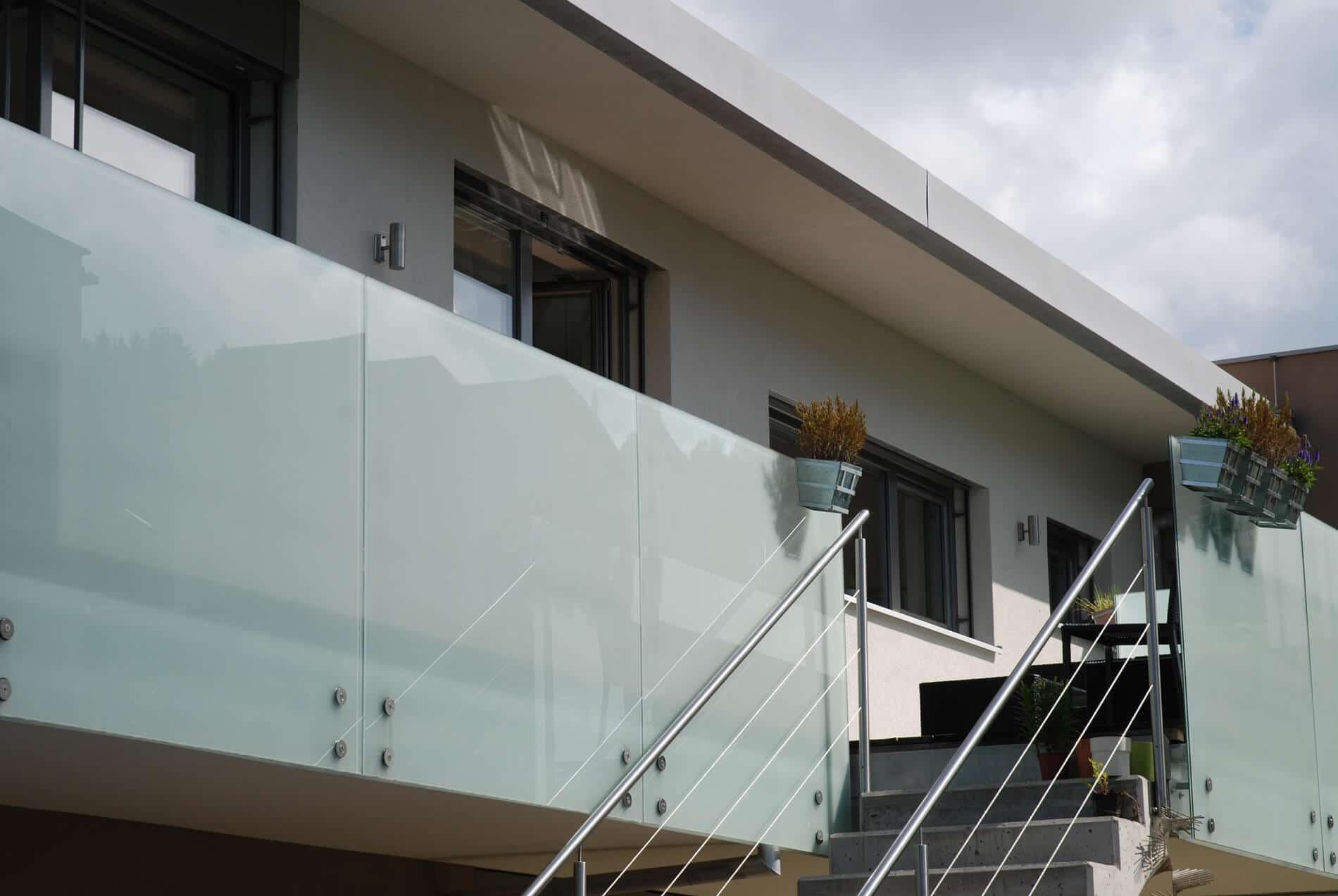 Windschutz Glas Geländer Milchglas