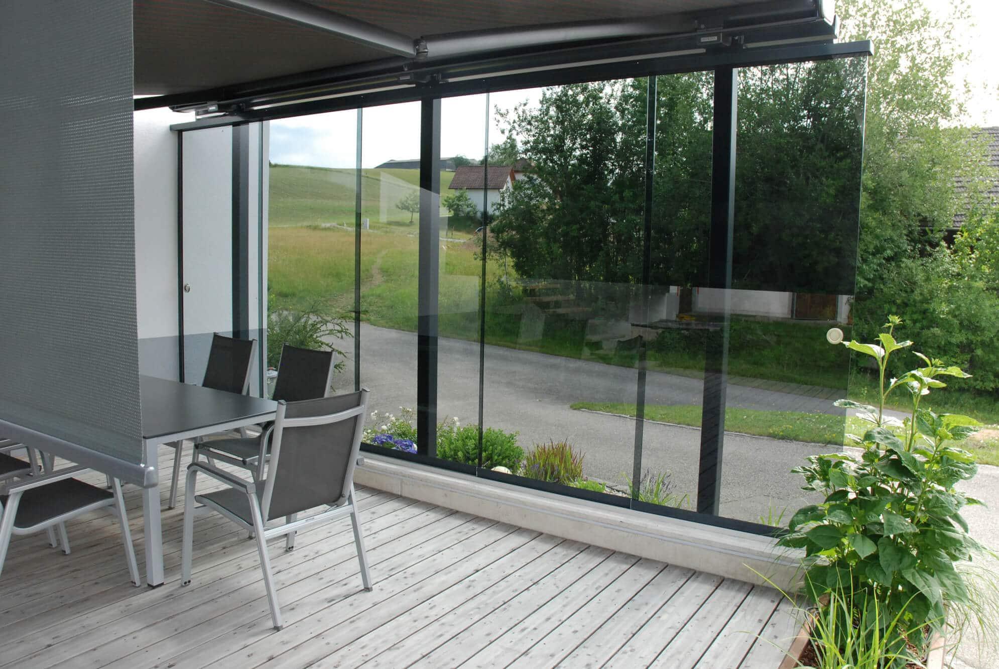 Windschutz Terrassenlösung aus Glas