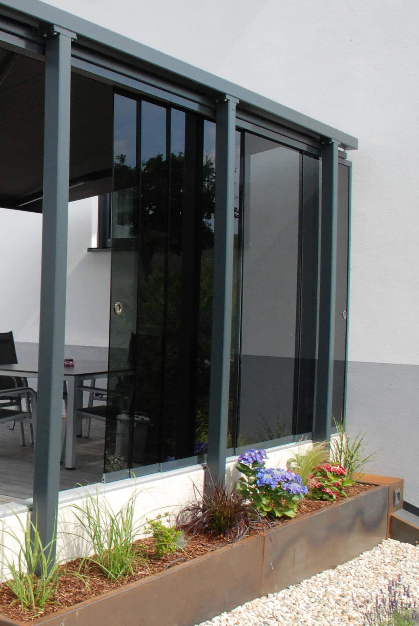 Windschutz von Schmidinger auf Terrasse mit Sonnenschutz