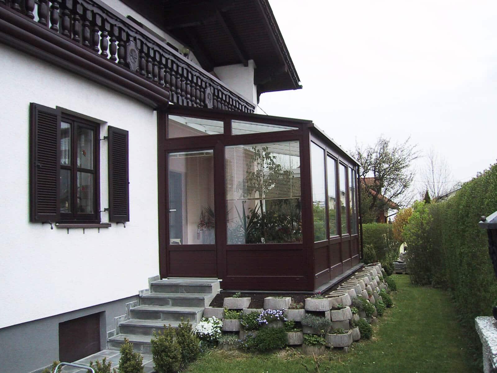 Wintergarten als Wohnraumerweiterung mit Jalousien