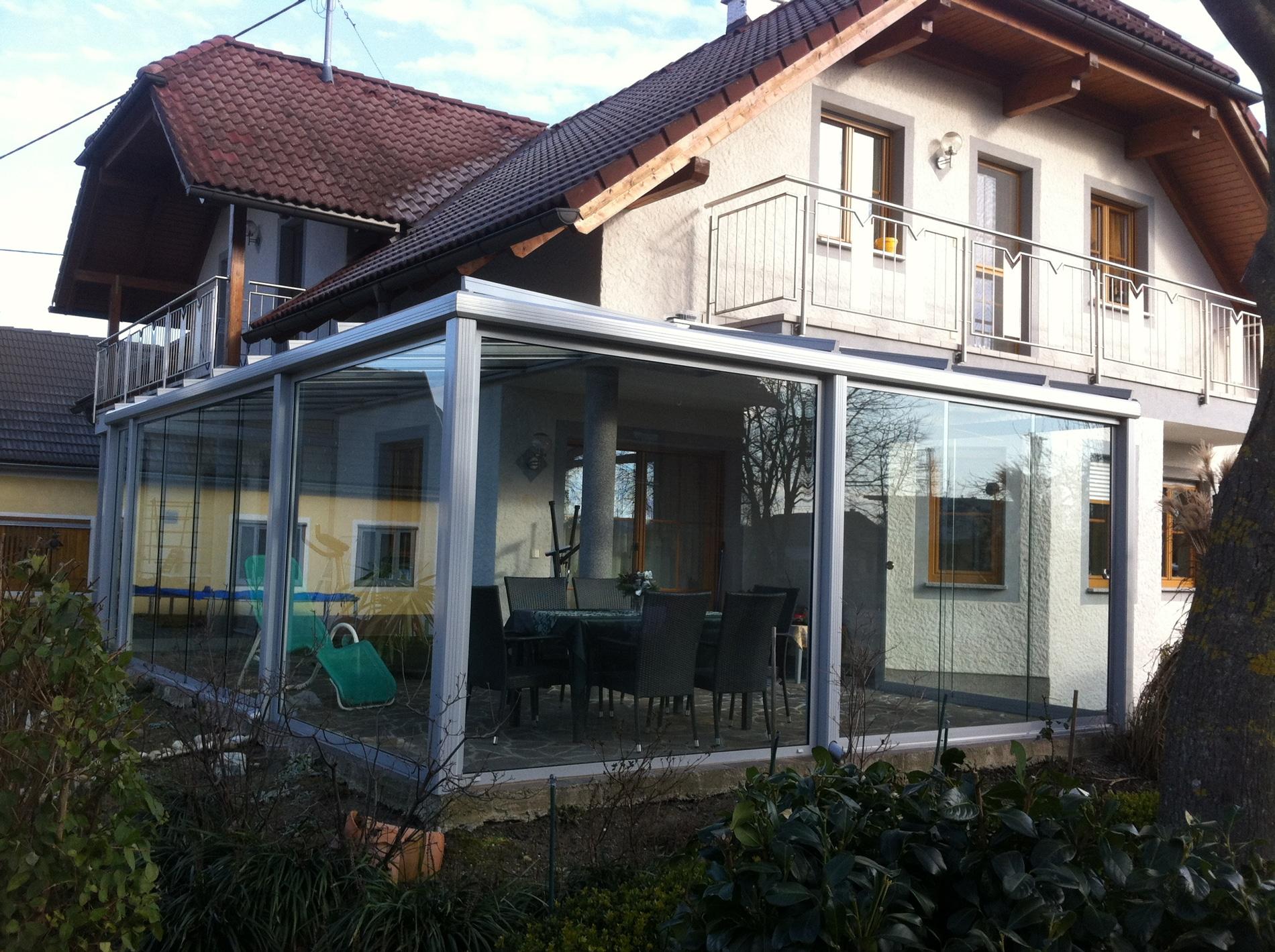 Wintergarten Anbau mit Glasschiebesystemen