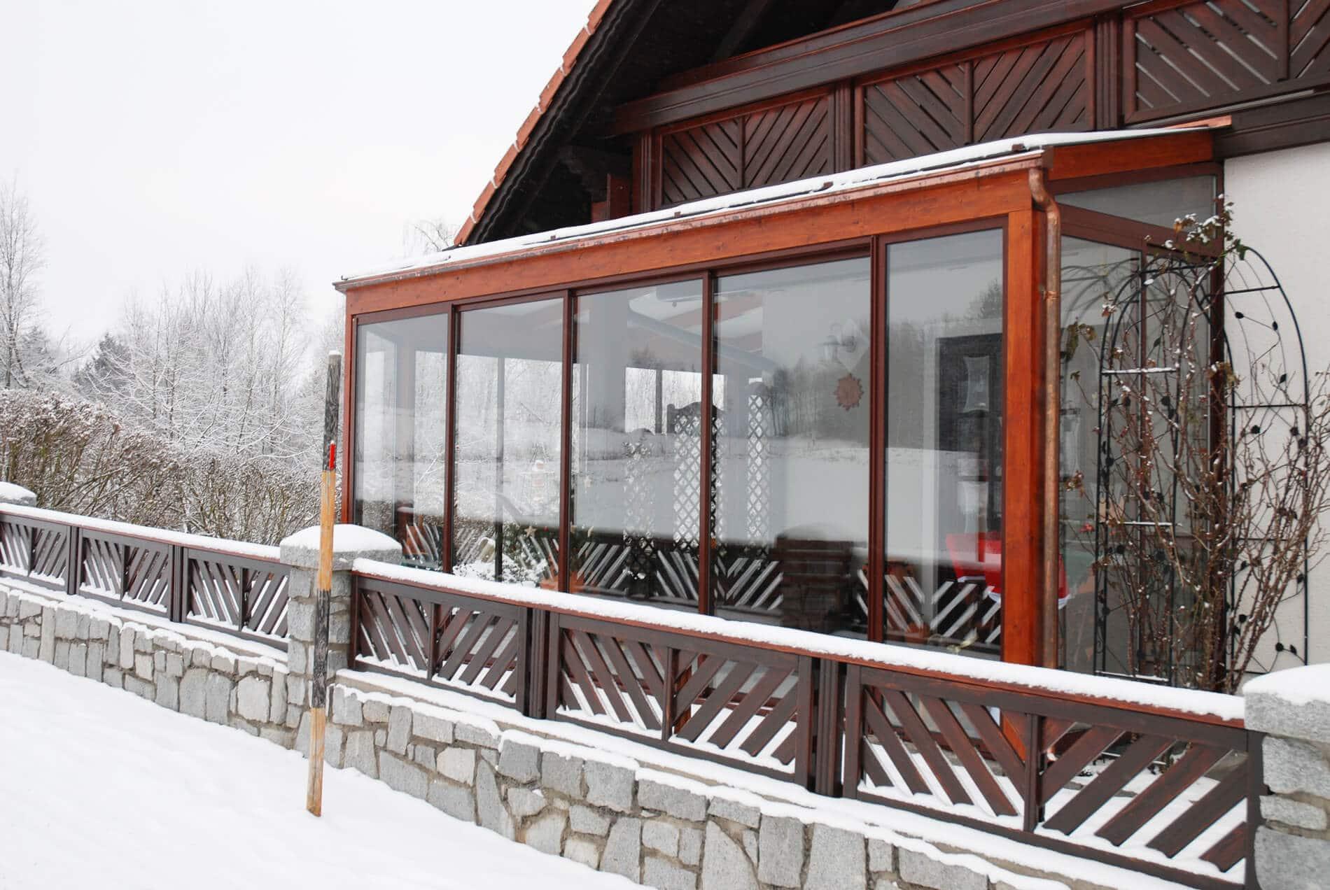 Wintergarten Anbau RAL 8019 Glasschiebetüren