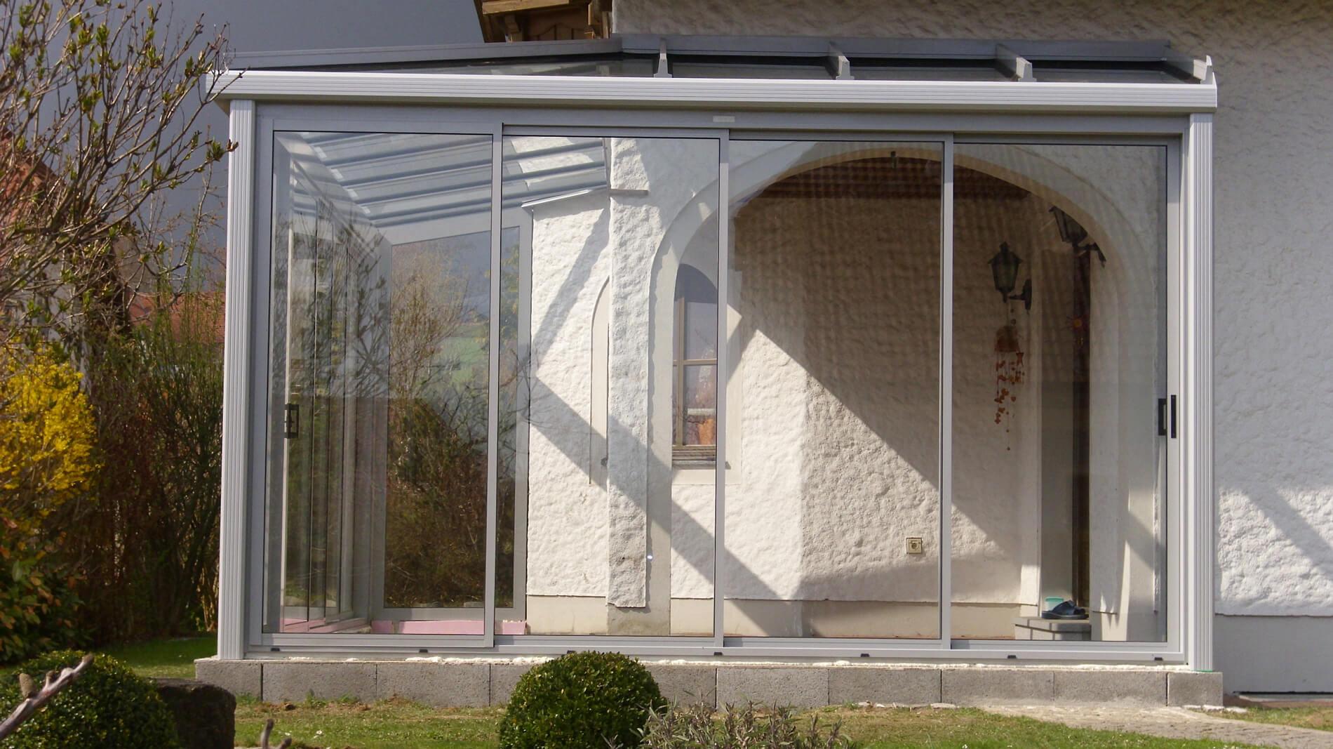 Wintergarten aus Aluminium und Glas als Anbau