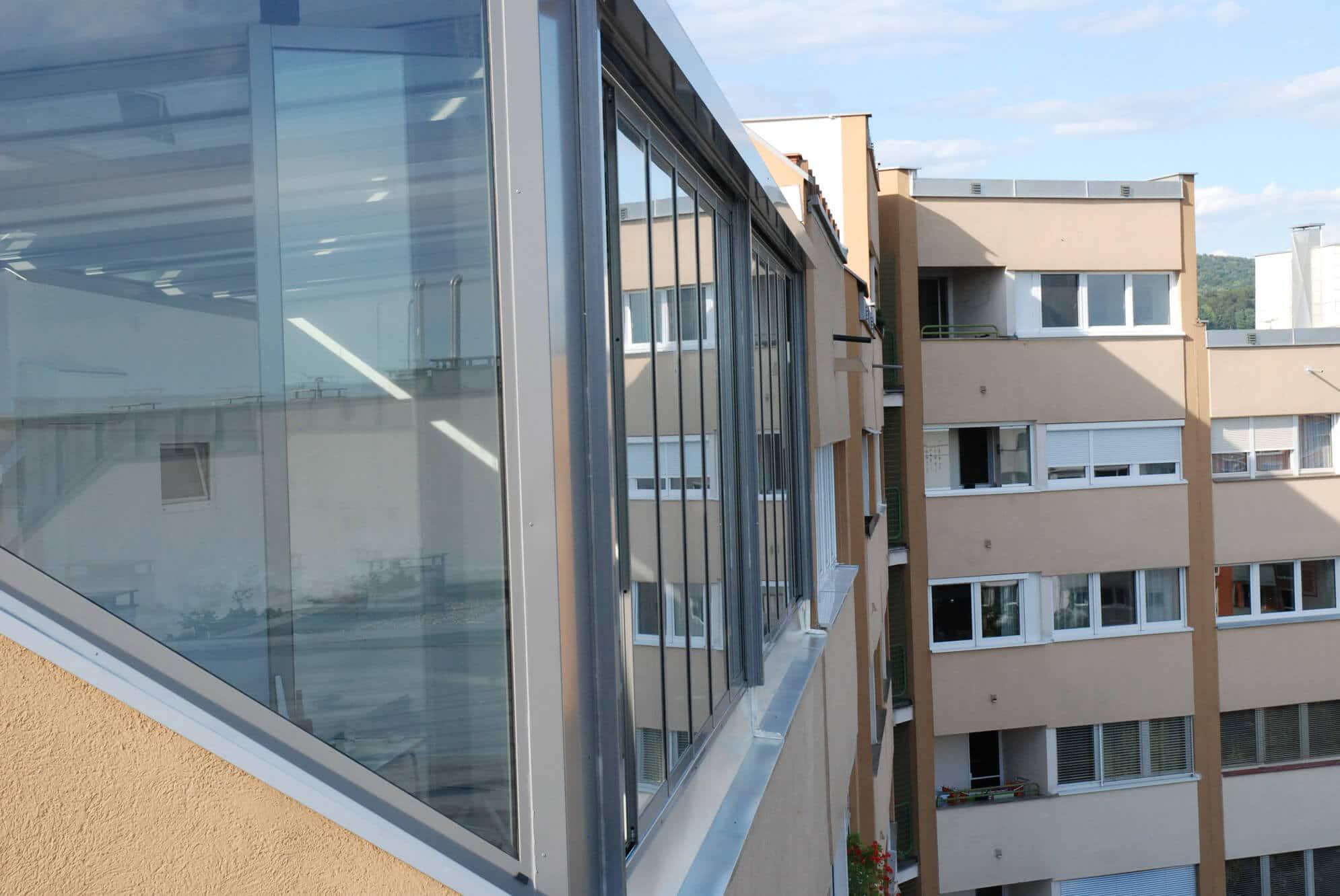 Wintergarten Chill-Lounge System und Sunflex Schiebe-Dreh-Fenster