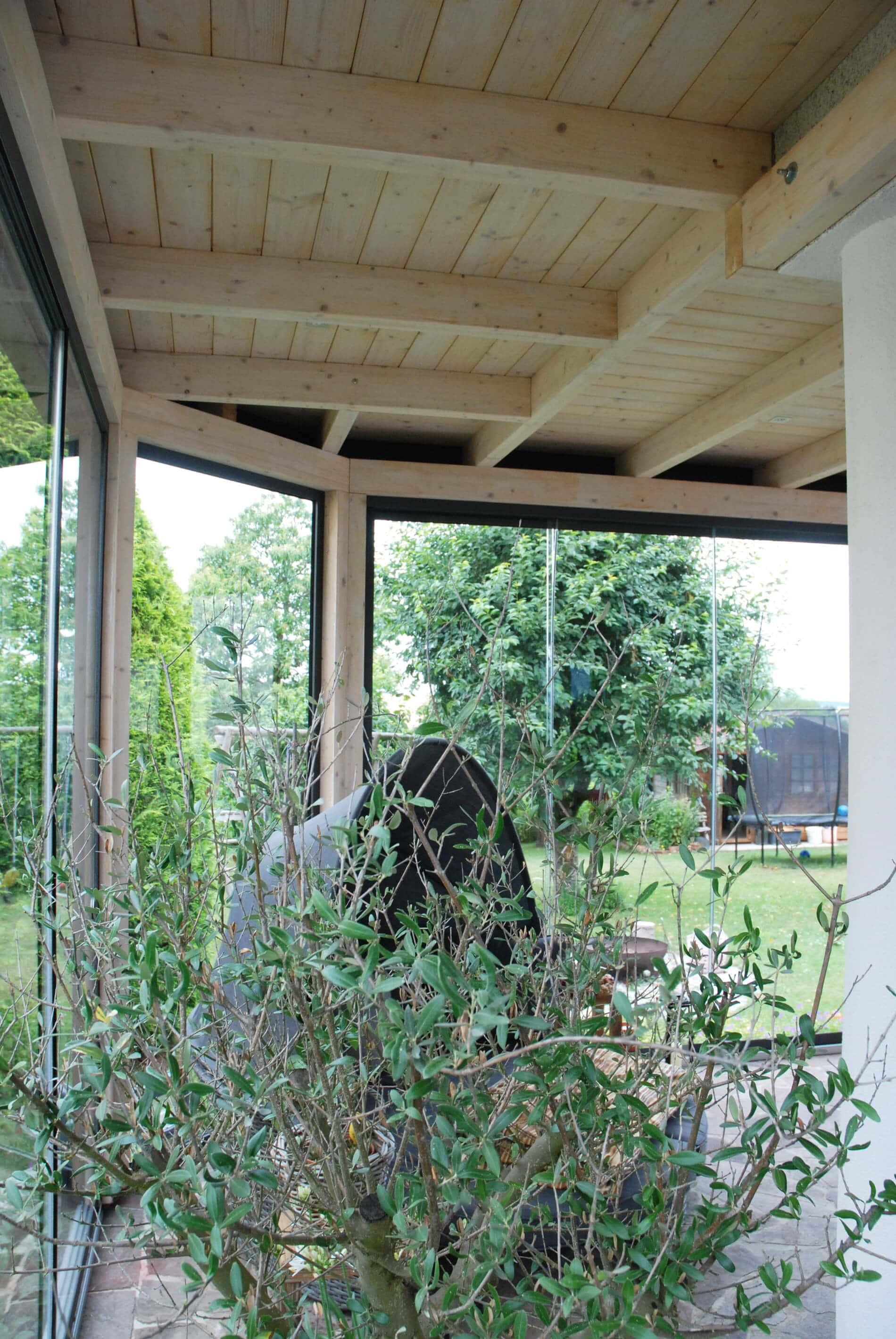 Wintergarten Holz Glaswände zum Schieben