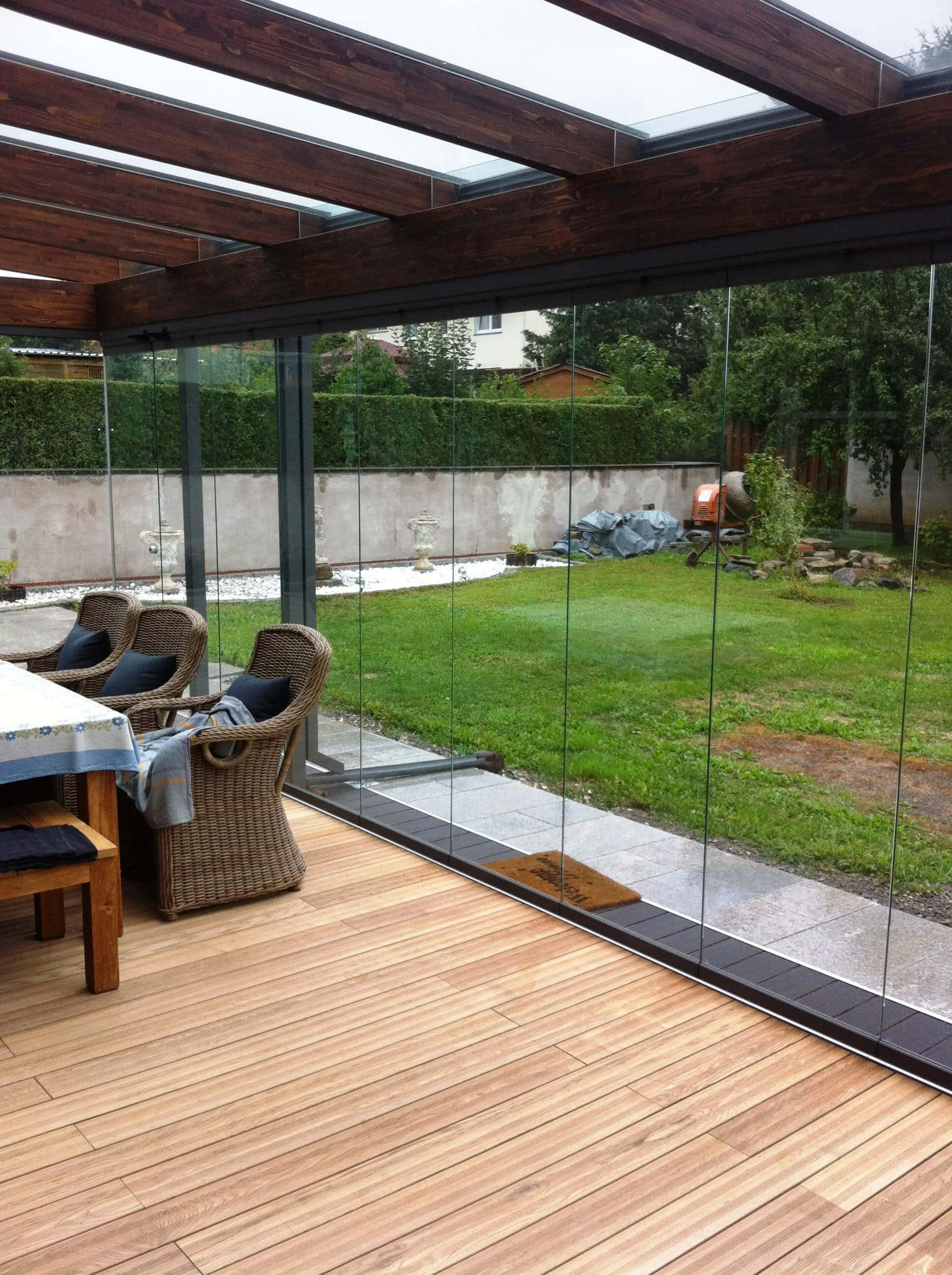 Wintergarten Holzkonstruktion mit Schiebesystem Sunflex