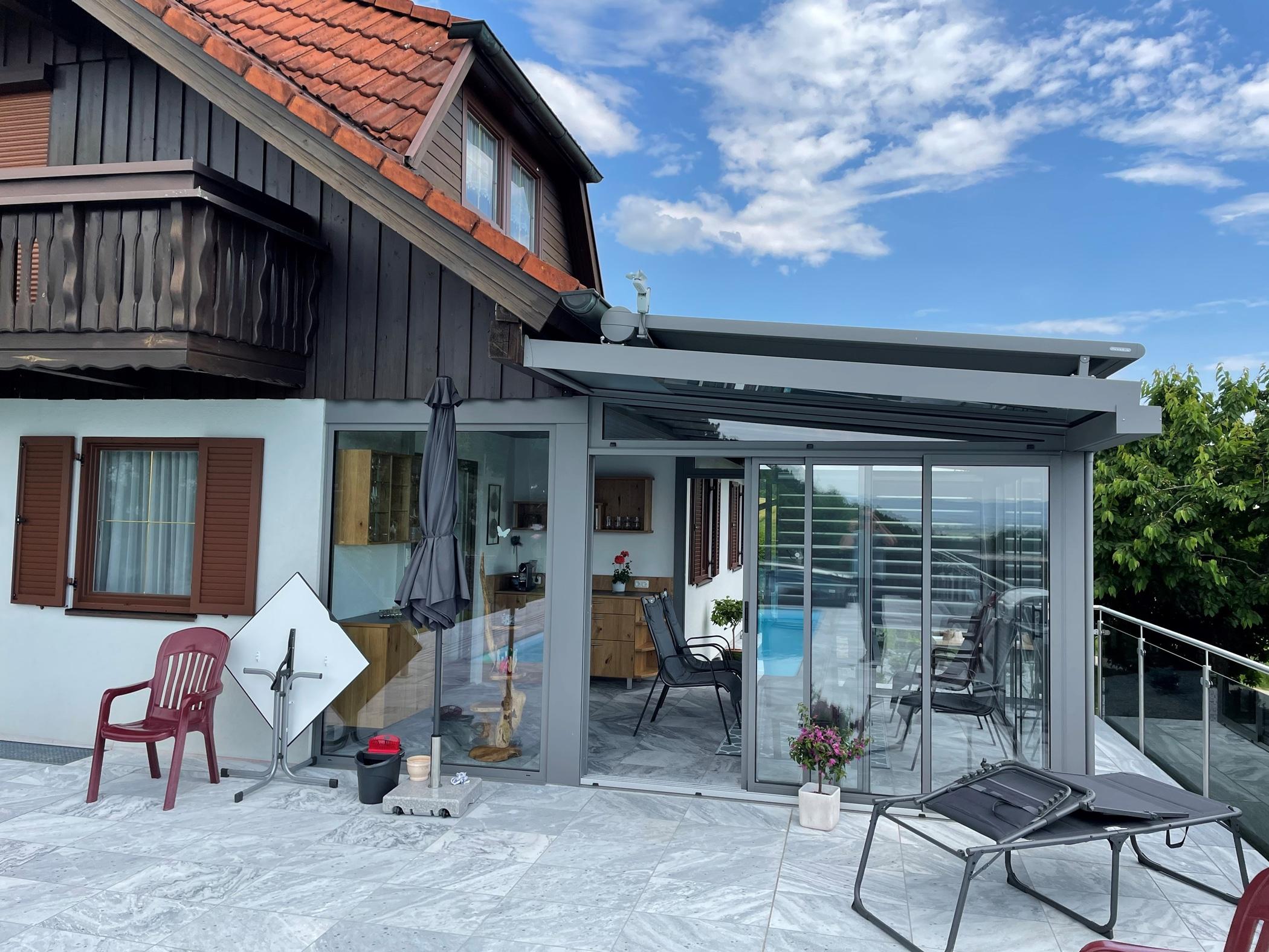 Wintergarten mit Alu-Profilen und Glas