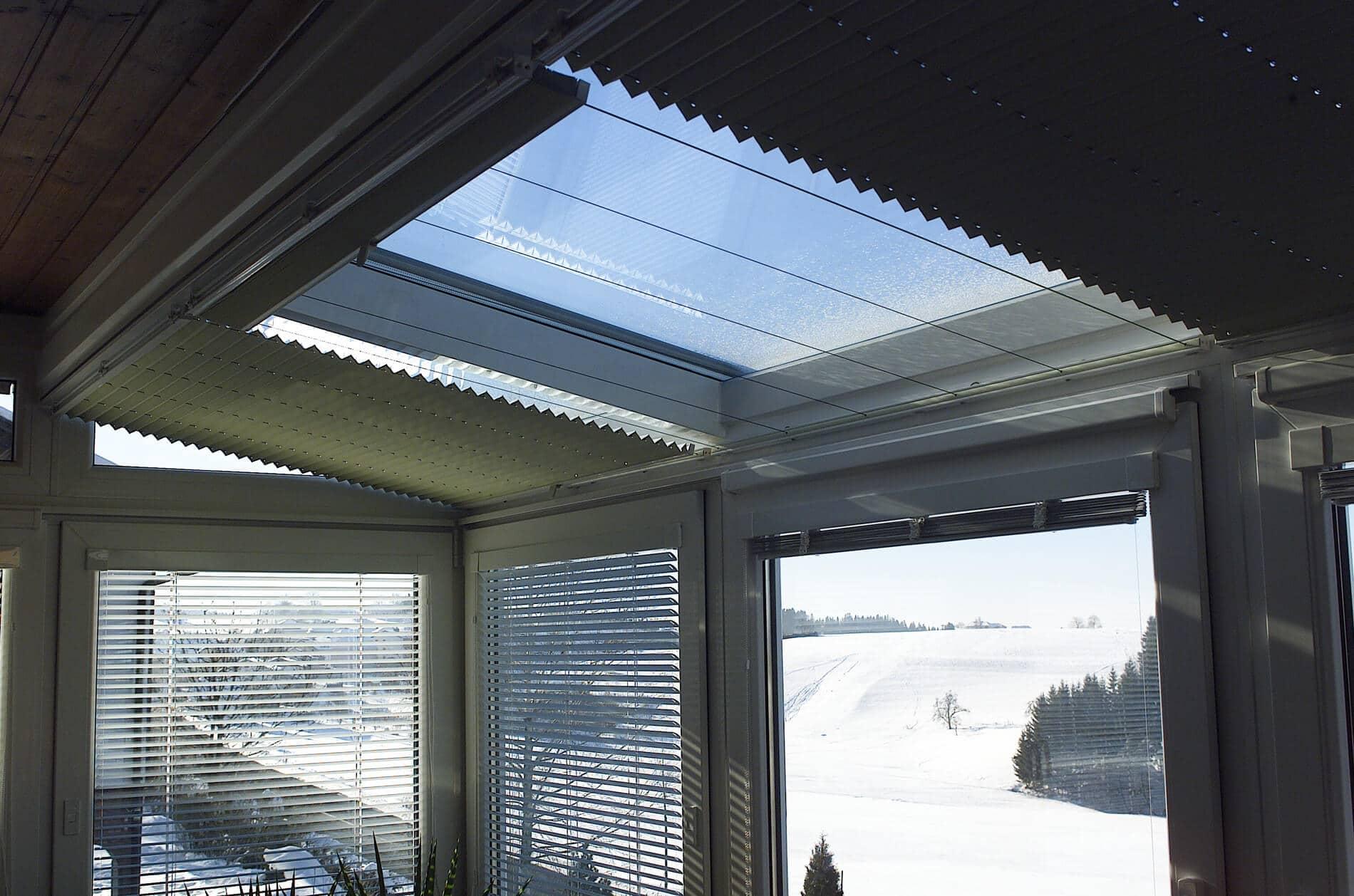 Wintergarten mit Dachbeschattung