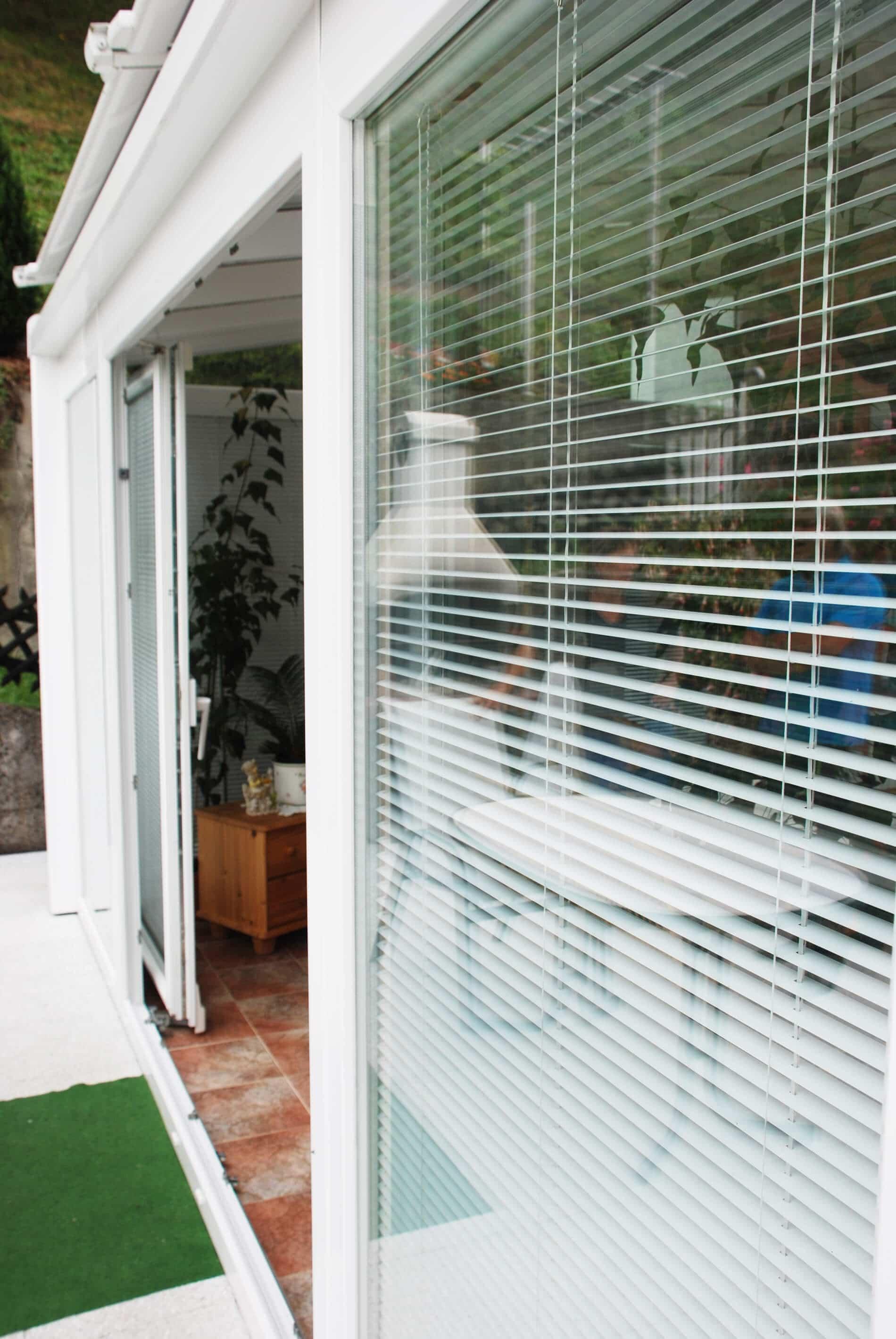 holz aluminium wintergarten mit schiebet ren wintergarten schmidinger. Black Bedroom Furniture Sets. Home Design Ideas