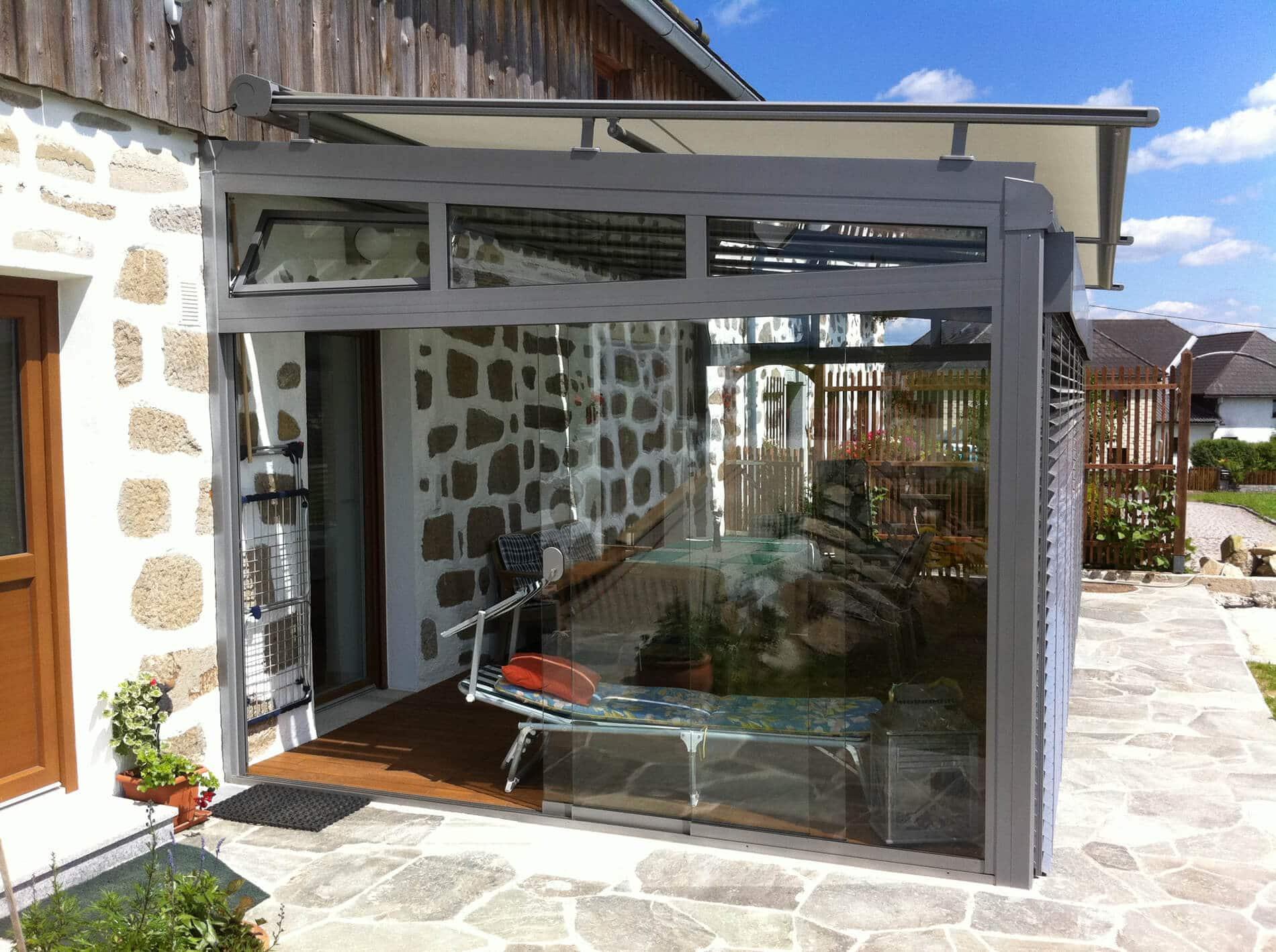 wintergarten mit sicht und sonnenschutz besten gesch tzt auf terrasse. Black Bedroom Furniture Sets. Home Design Ideas