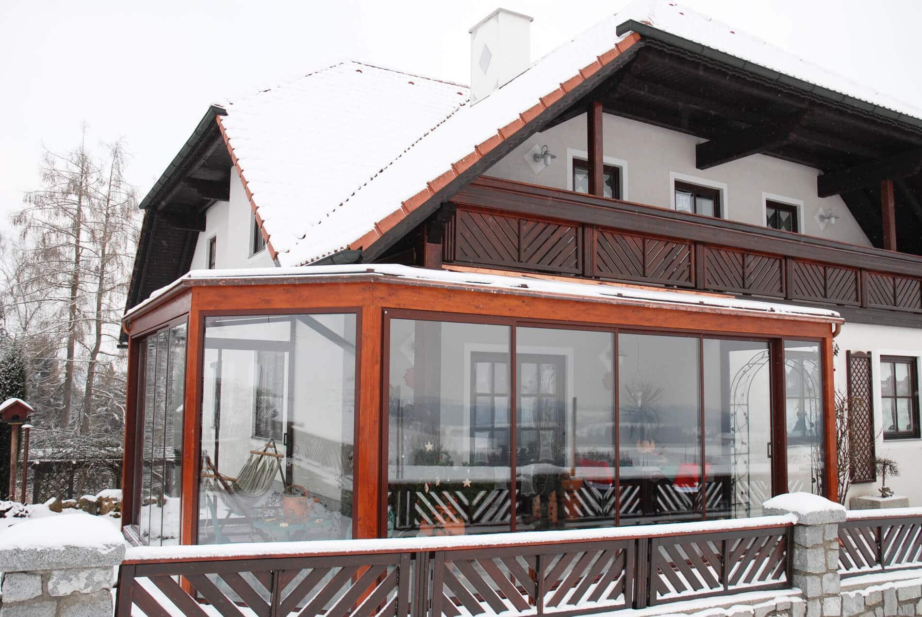 Wintergarten RAL 8019 Einfamilienhaus in Österreich
