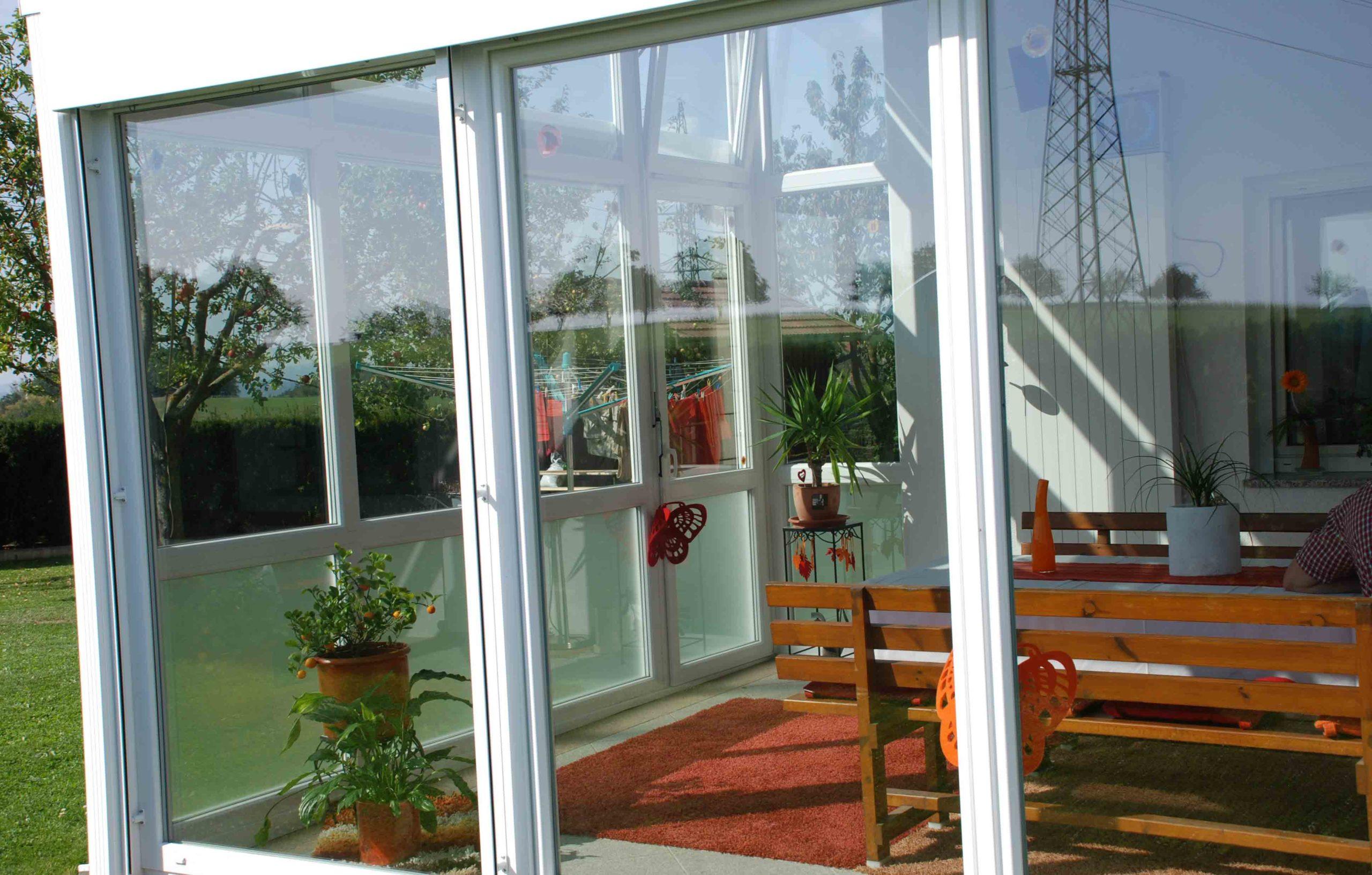 glasdach terrasse mit schiebesystem windgesch tzte bereiche schaffen. Black Bedroom Furniture Sets. Home Design Ideas
