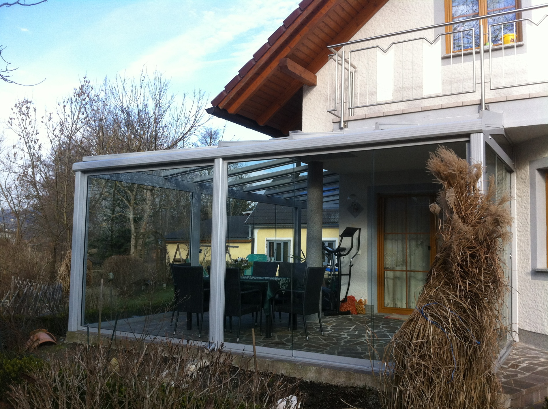 Wintergartenkonstruktion mit Glasschiebetüren