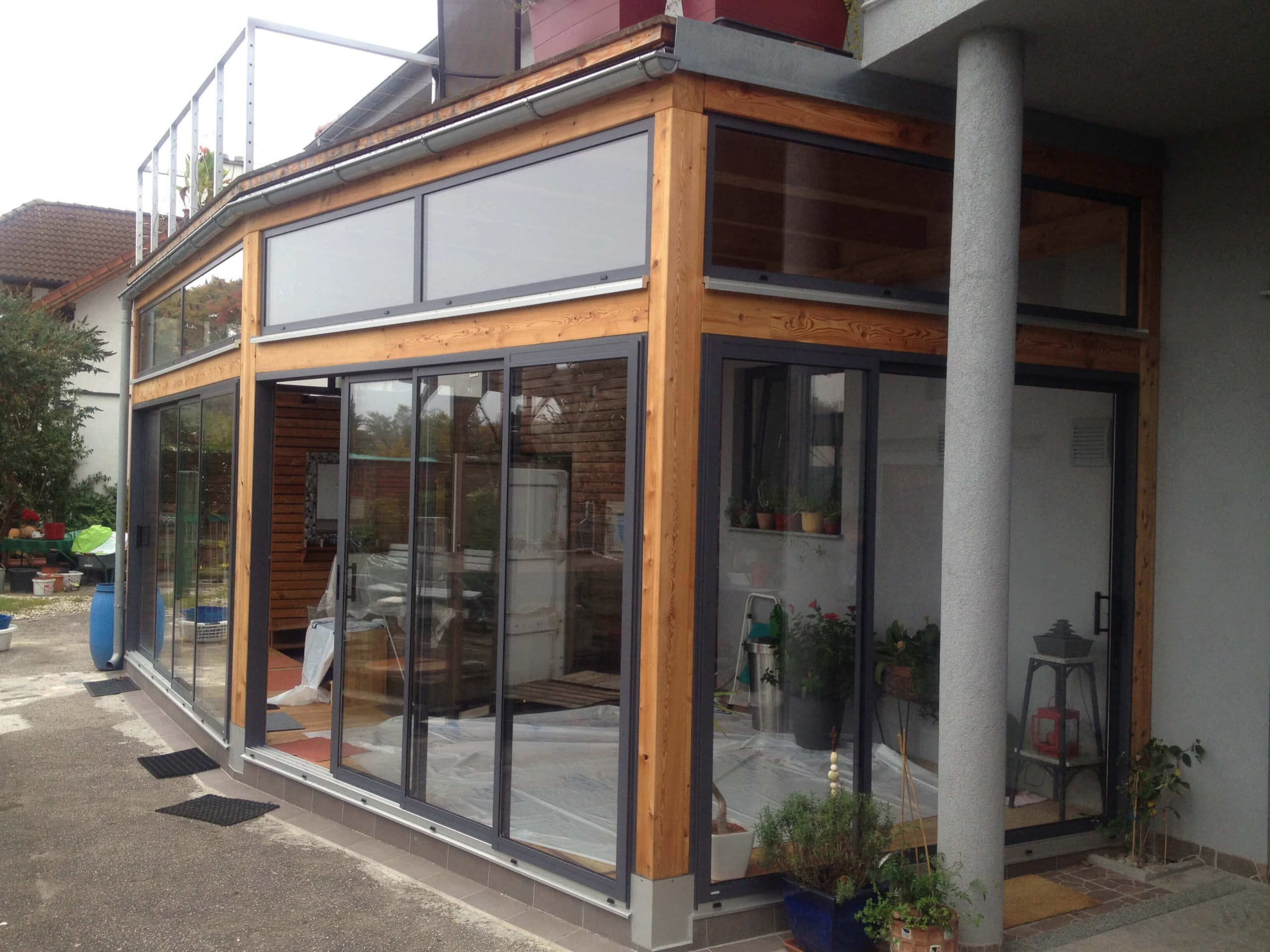Zubau mit Holz und Glas